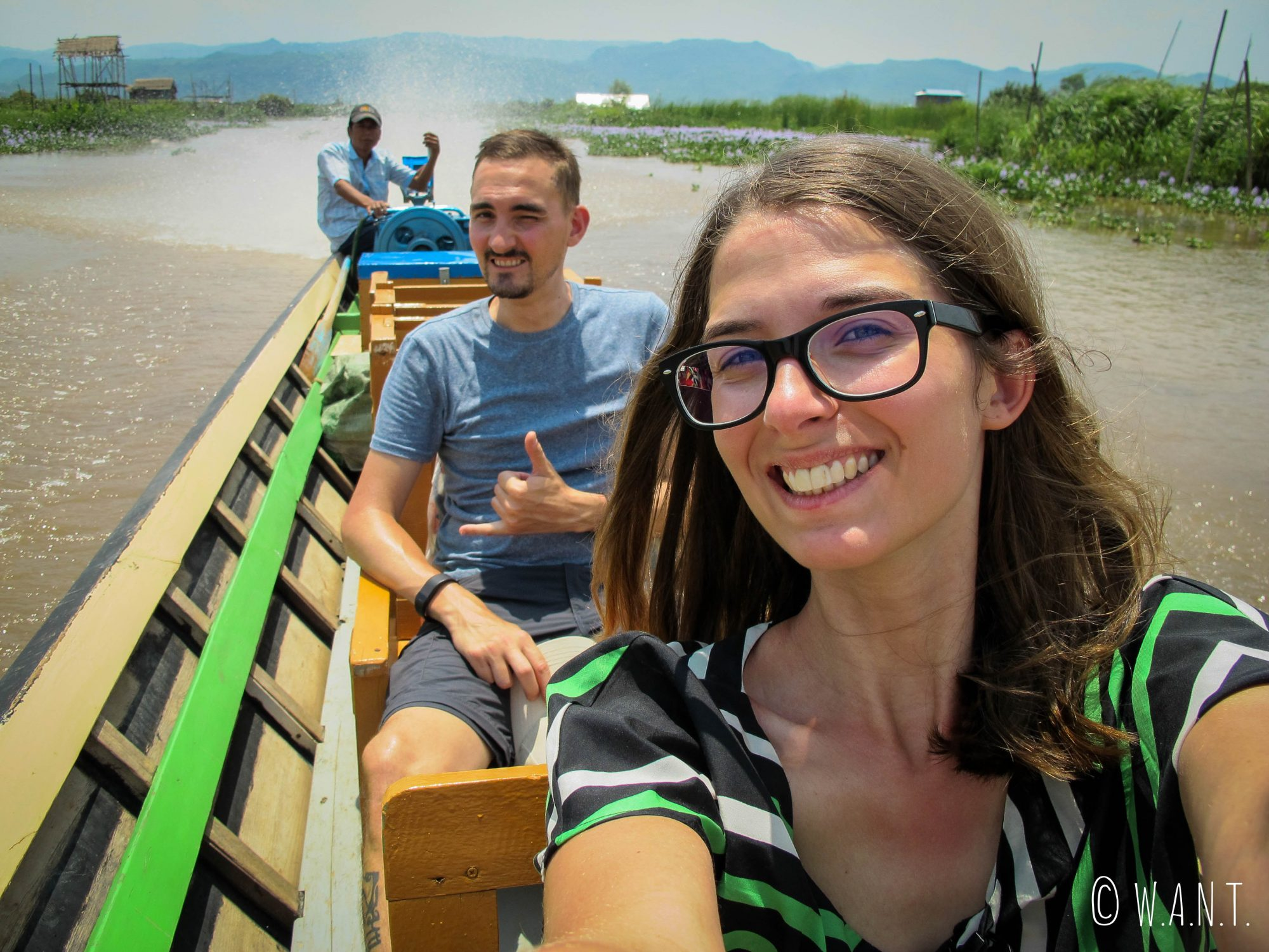 A bord de notre longboat en direction de notre hôtel
