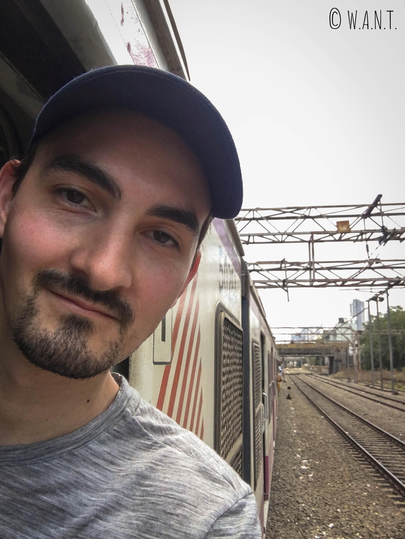 Il eût été utopique de se mettre à la porte du RER pour voyager cheveux aux vent comme à Delhi