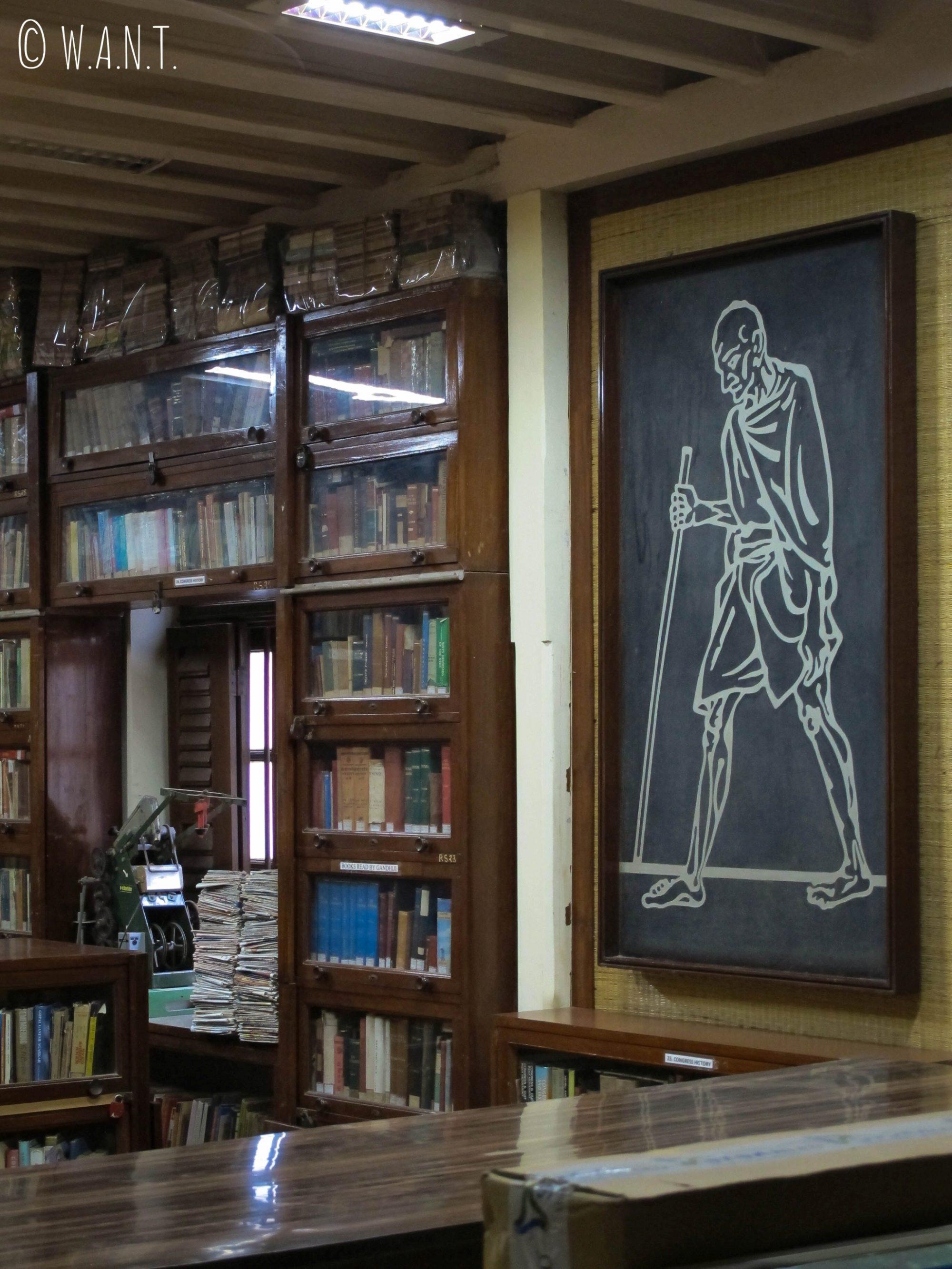 Bibliothèque dans la maison de Gandhi
