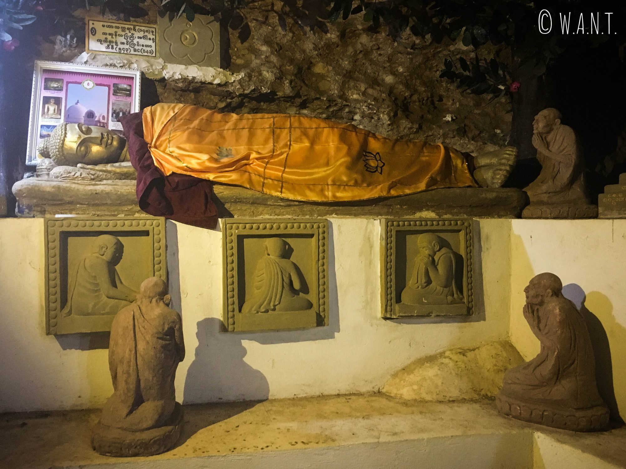 Bouddha couché dans la pagode Shwe oo min