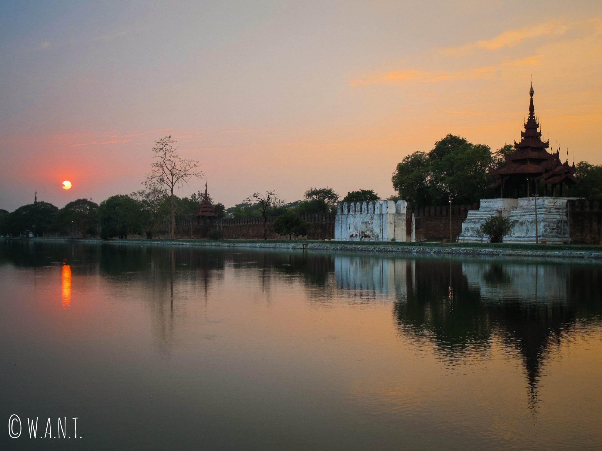 Coucher de soleil sur le Palais de Mandalay