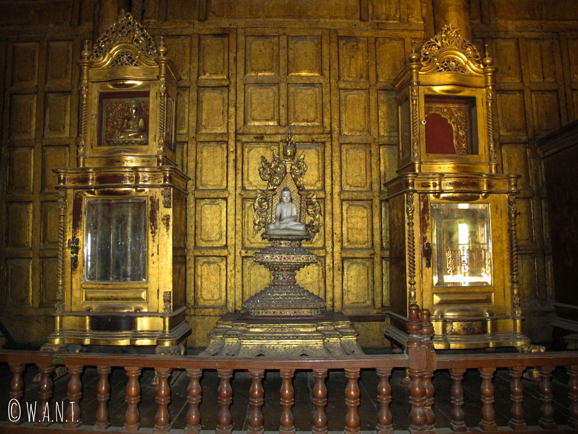 Décorations à l'intérieur du monastère Shwenandaw
