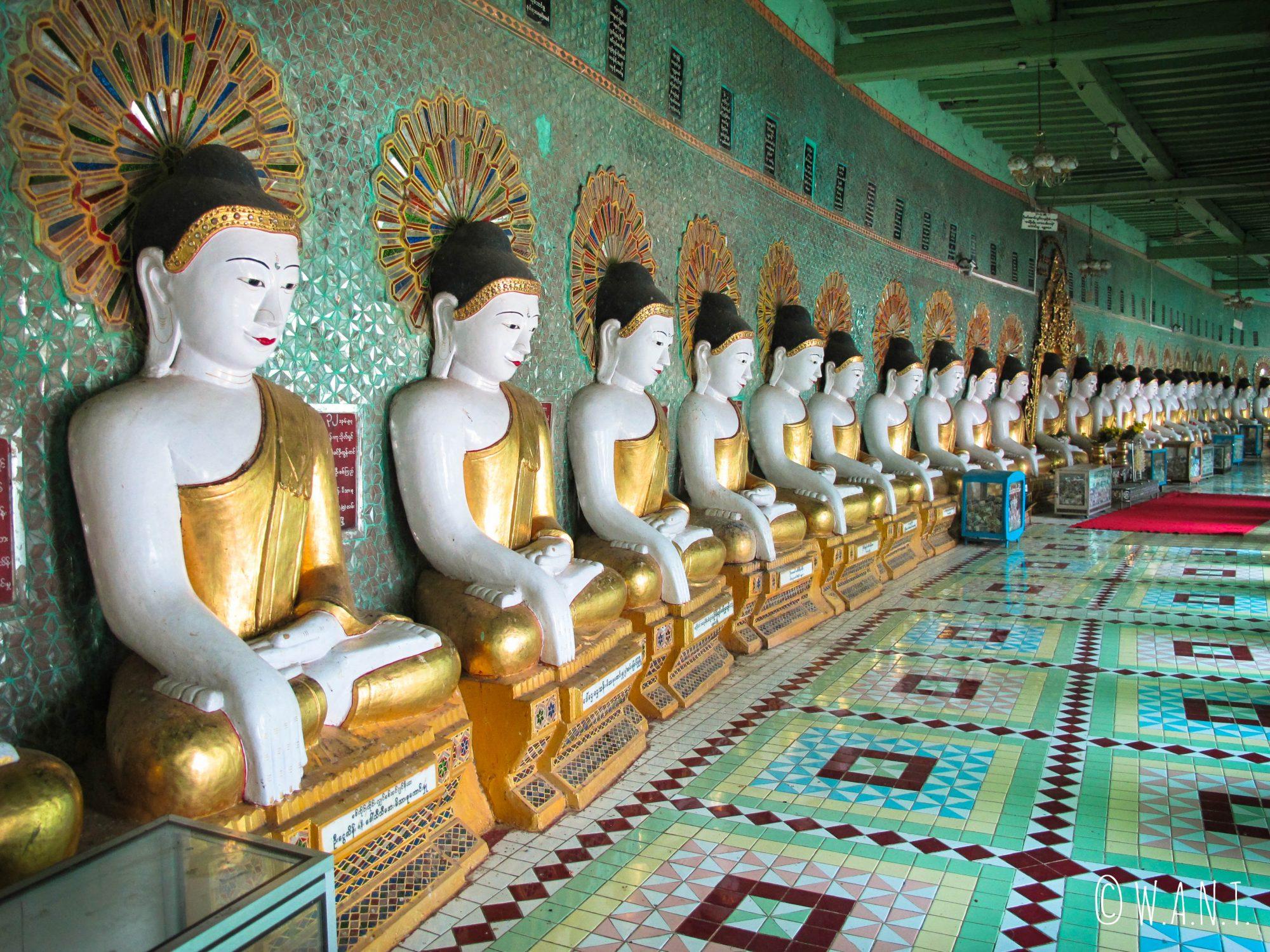 Intérieur de la pagode U Min avec ses multiples représentations de Buddha
