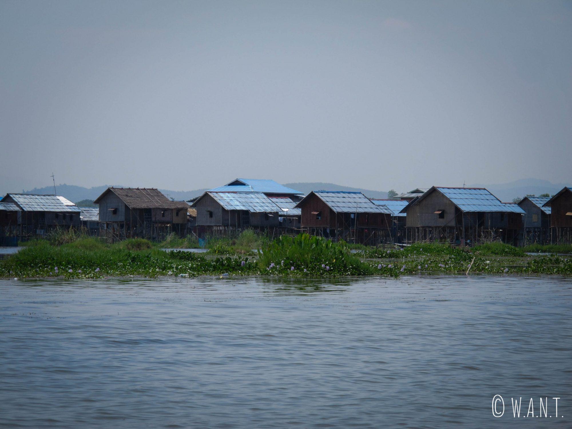 Les Inthas ont construit des maisons sur pilotis pour vivre à même le Lac Inle