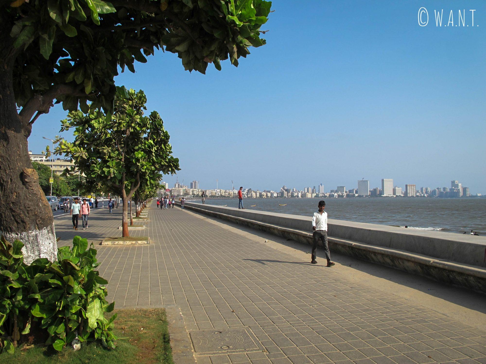 Les habitants de Mumbai se retrouvent sur Marine Drive en fin de journée