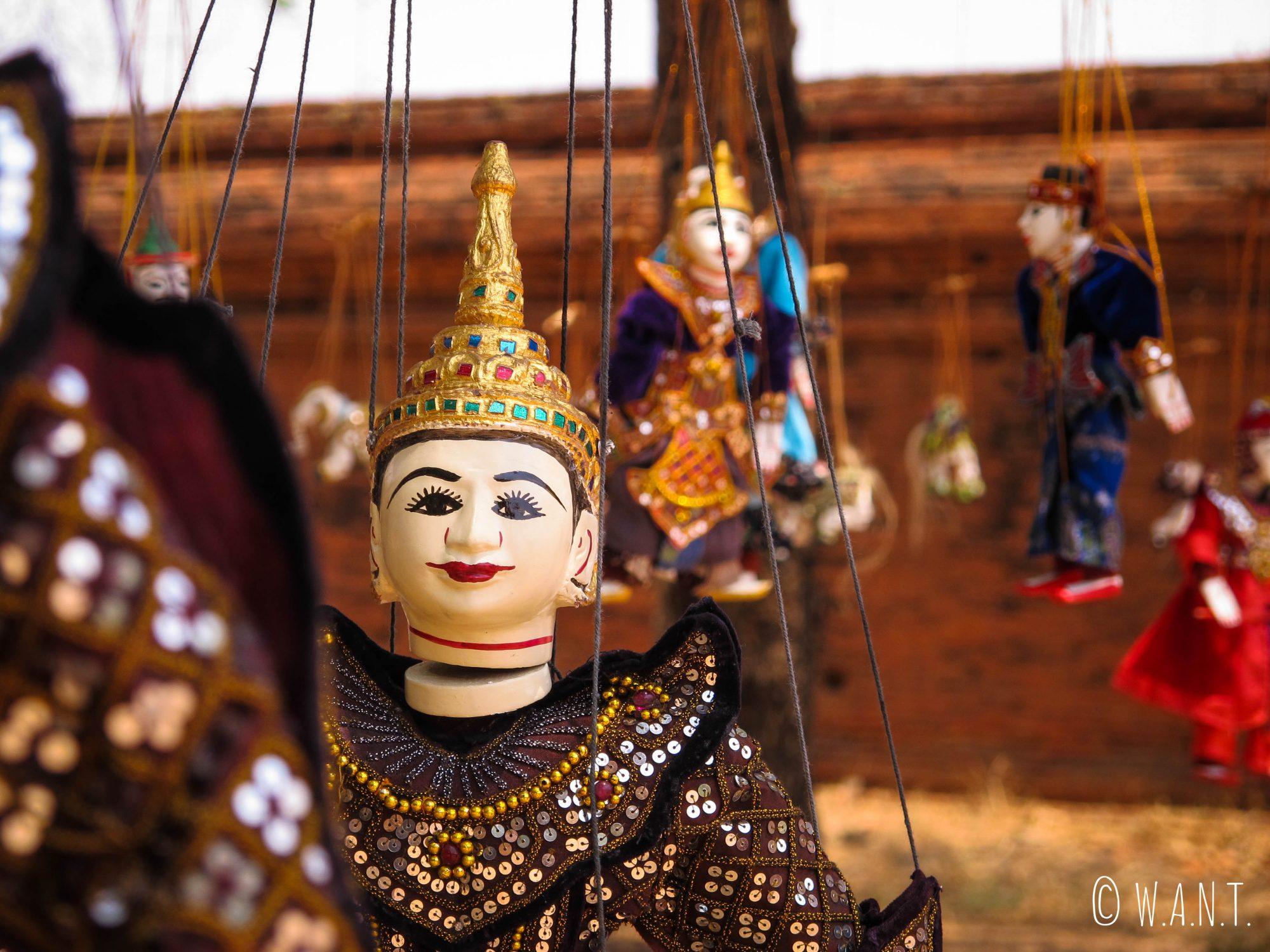 Les marionnettes occupent une place importante dans la culture birmane