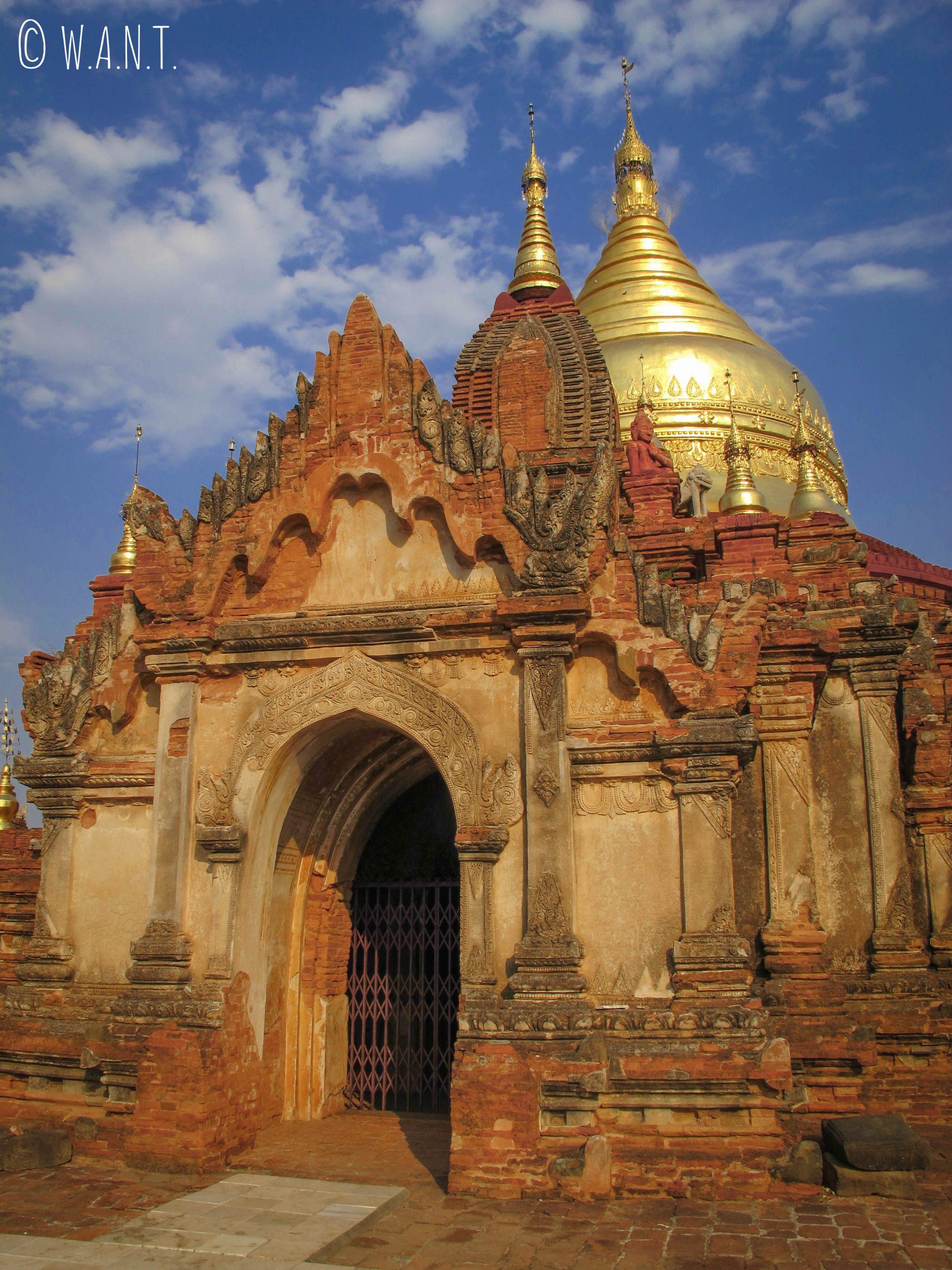 Magnifique architecture de la pagode Dhammayanzika