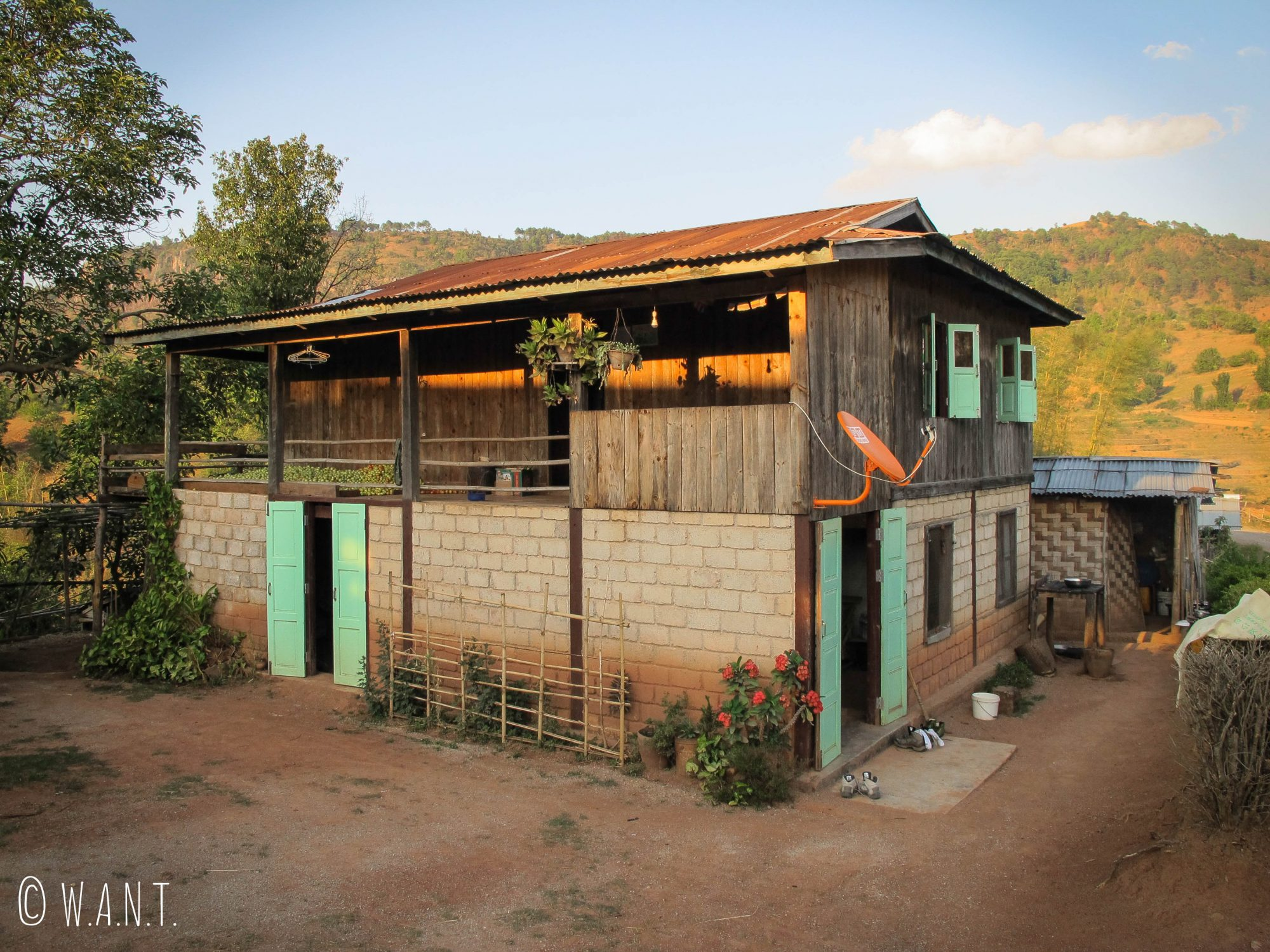 Maison de notre famille d'accueil lors de la première nuit dans le village de Sethyarkone