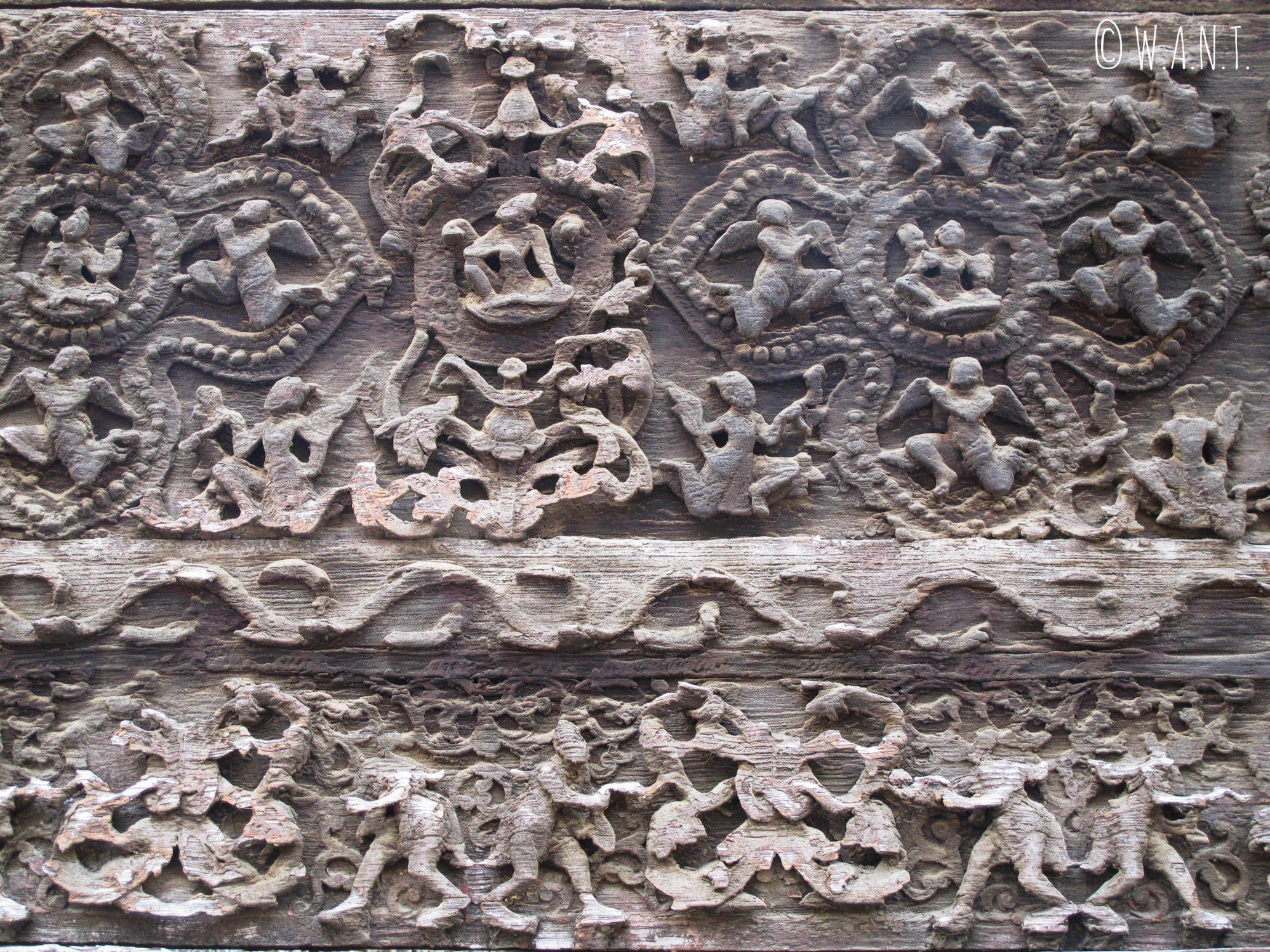 Ornements en bois de Teck sur la façade du monastère Shwenandaw