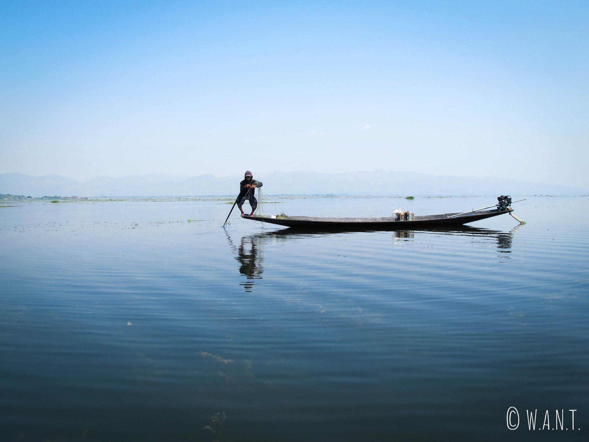 Pêcheur traditionnel au filet du Lac Inle