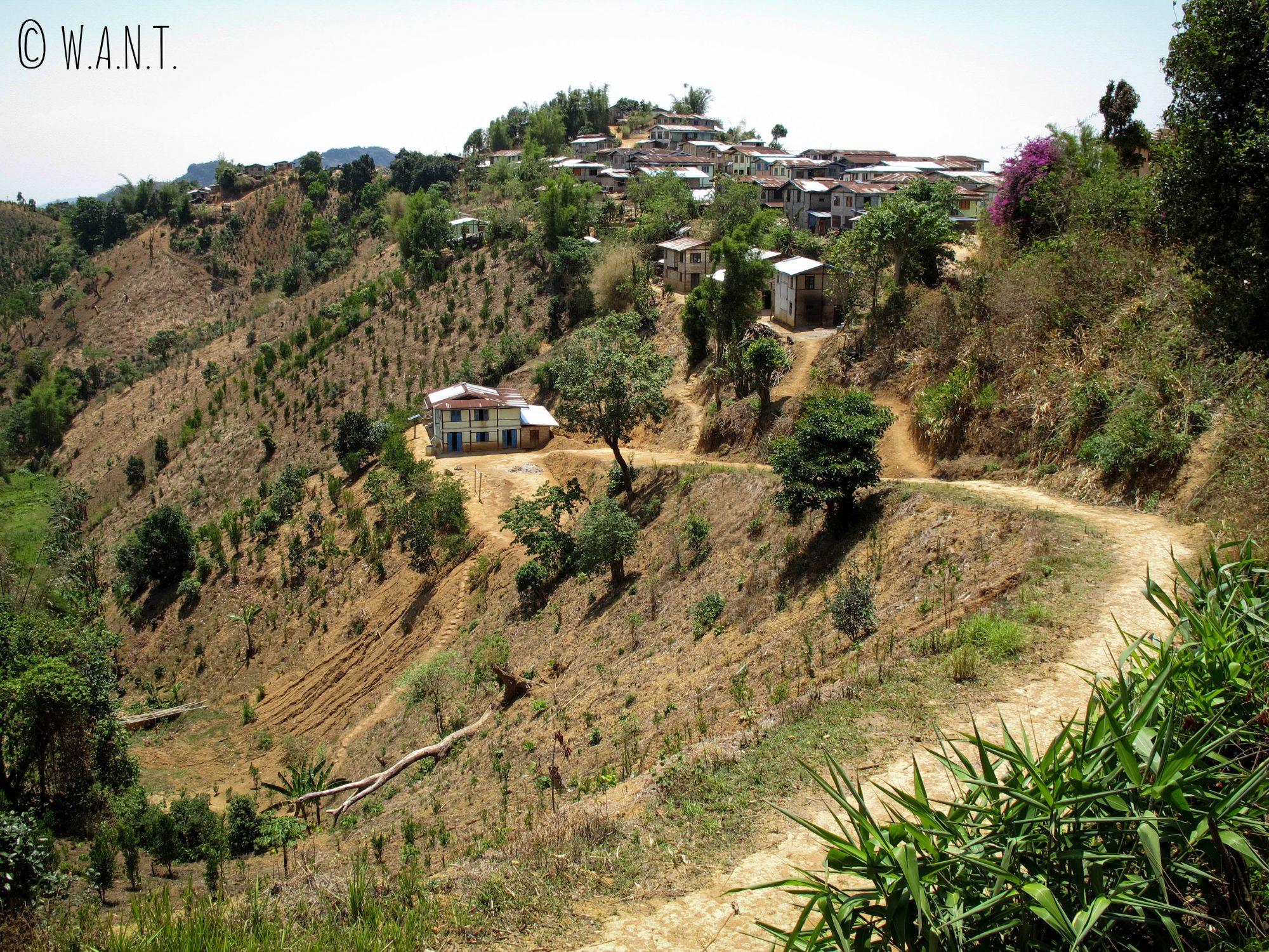 Petit village perché sur la colline