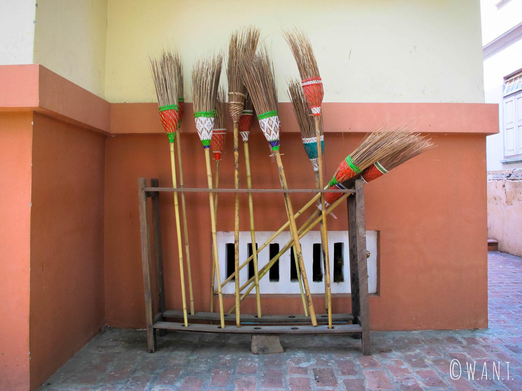 On ne néglige pas la propreté au monastère Maha Ganayon Kyaung