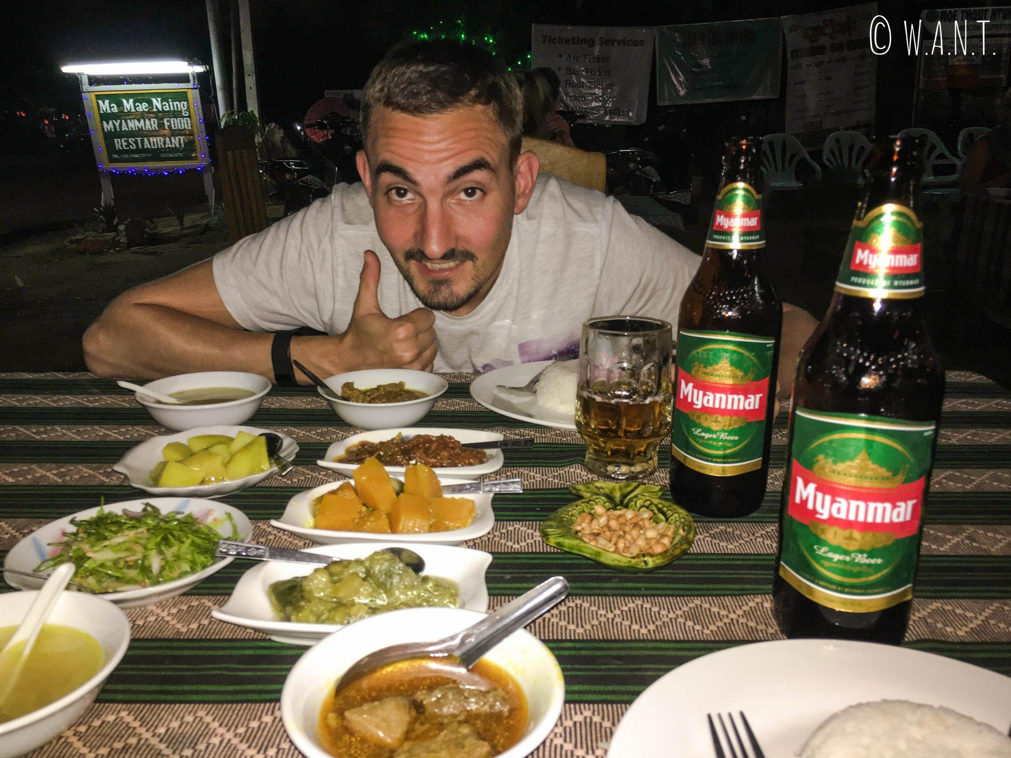Repas à base de Curry depuis le restaurant Ma Mae Naing
