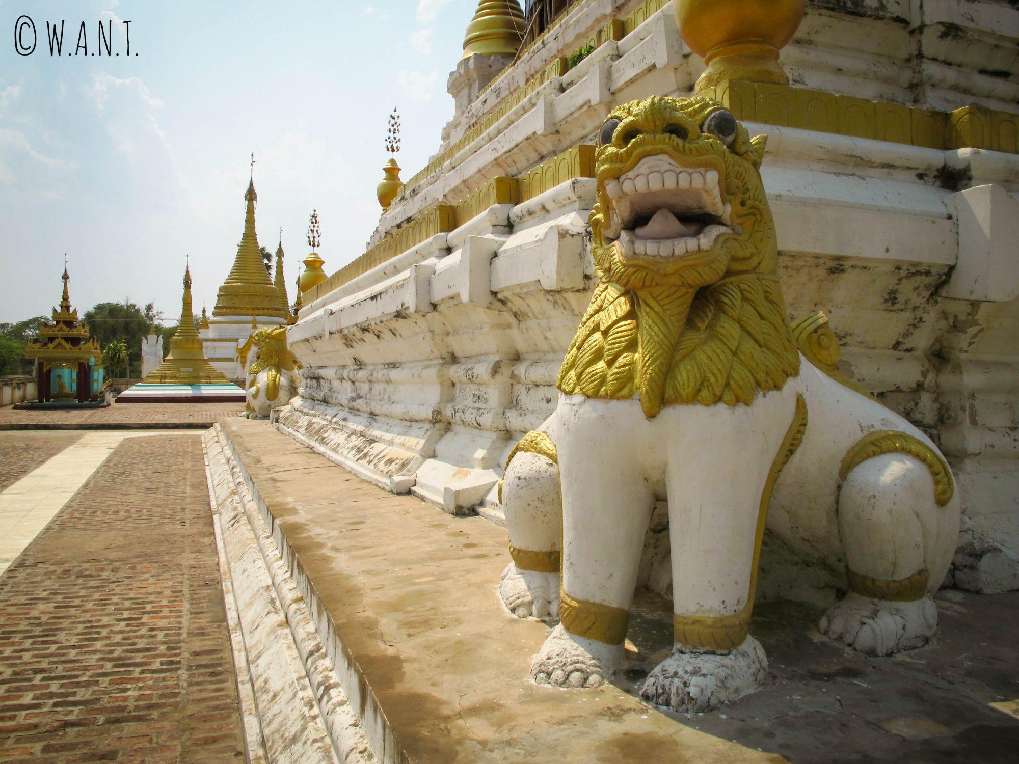 Représentation d'un lion protecteur au monastère Maha Aung Mue Bonzan
