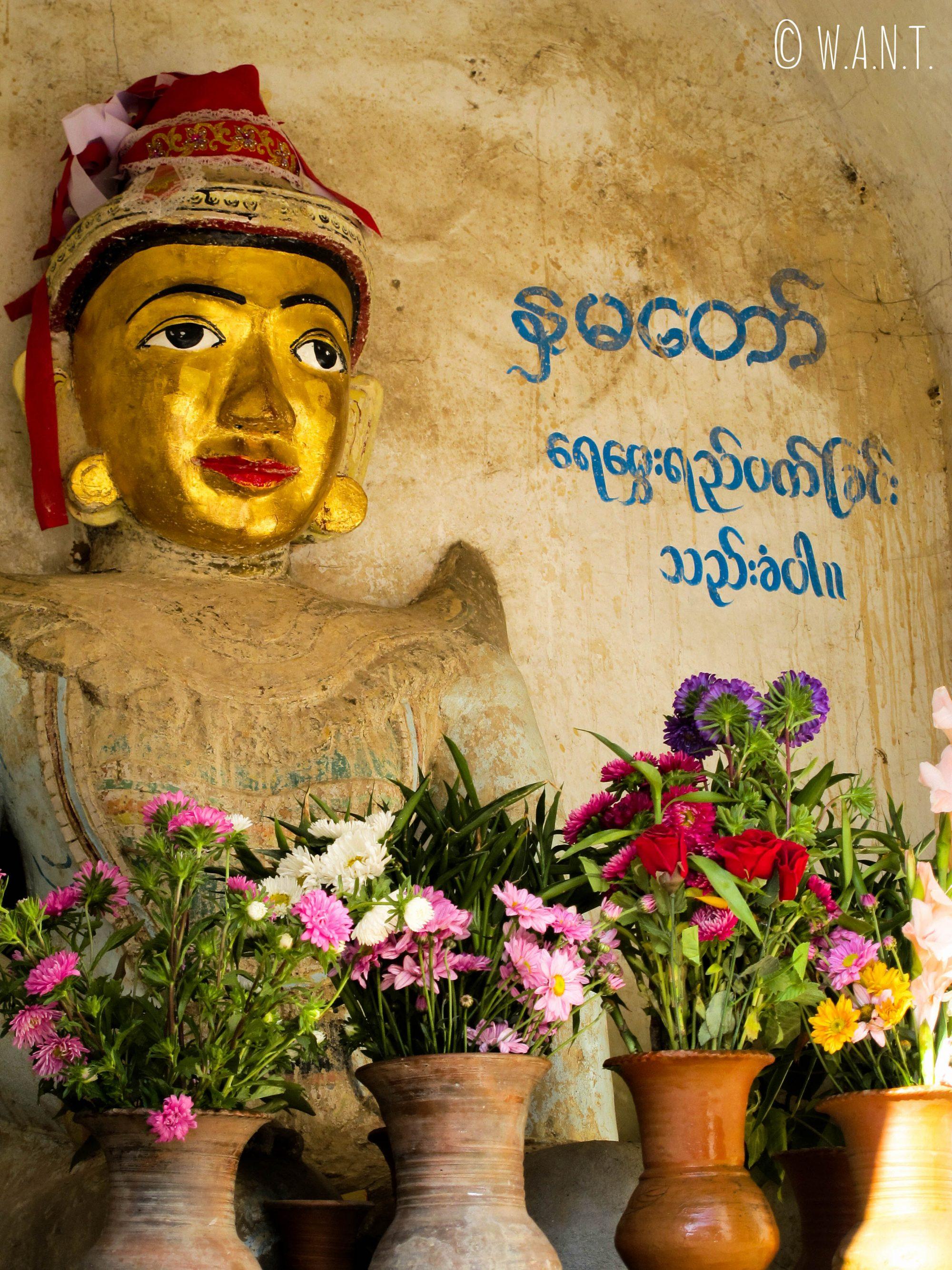 Représentation de Buddha à l'entrée de Old Bagan