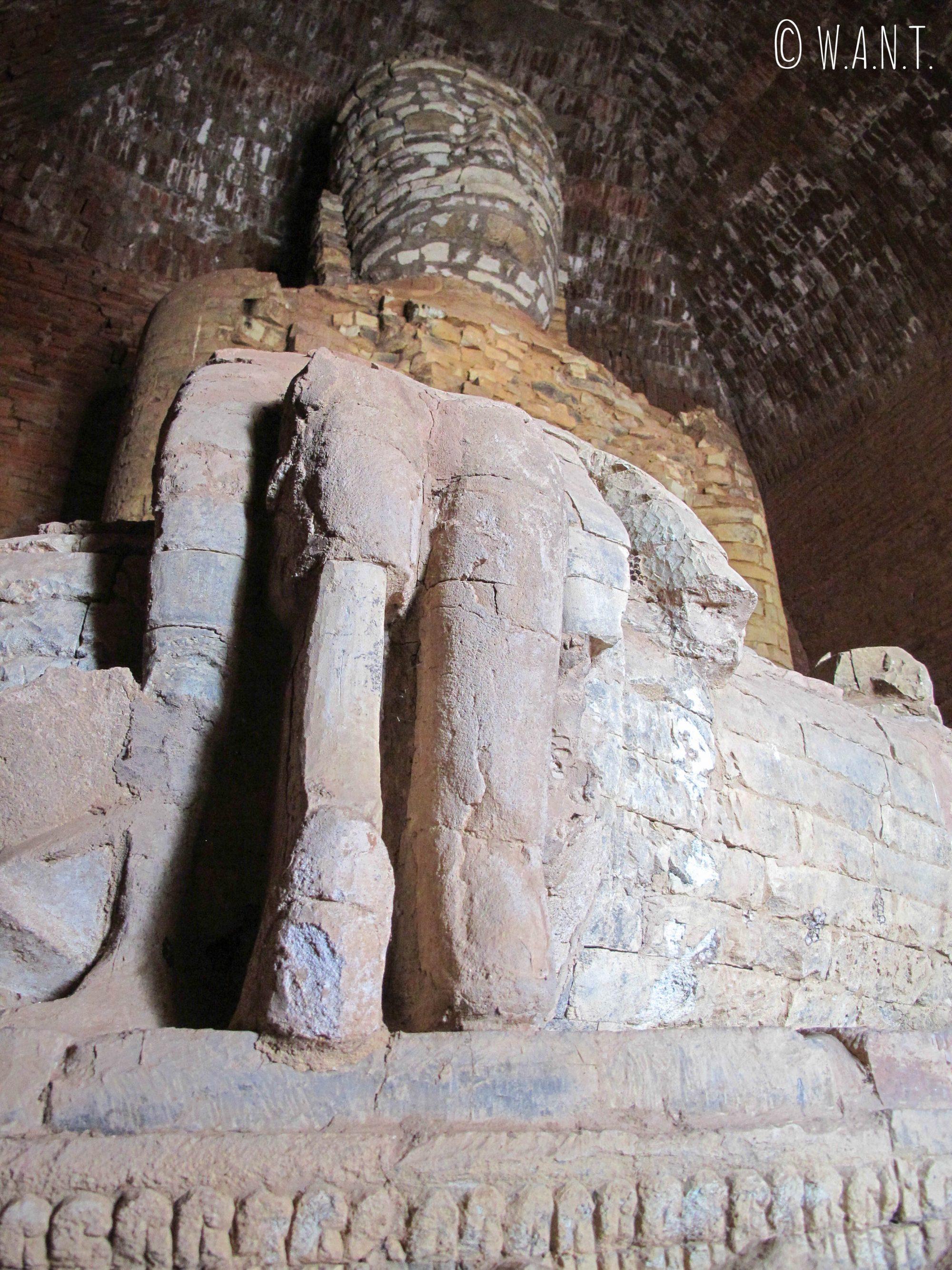 Statue de Bouddha construite en pierres du Mont Popa