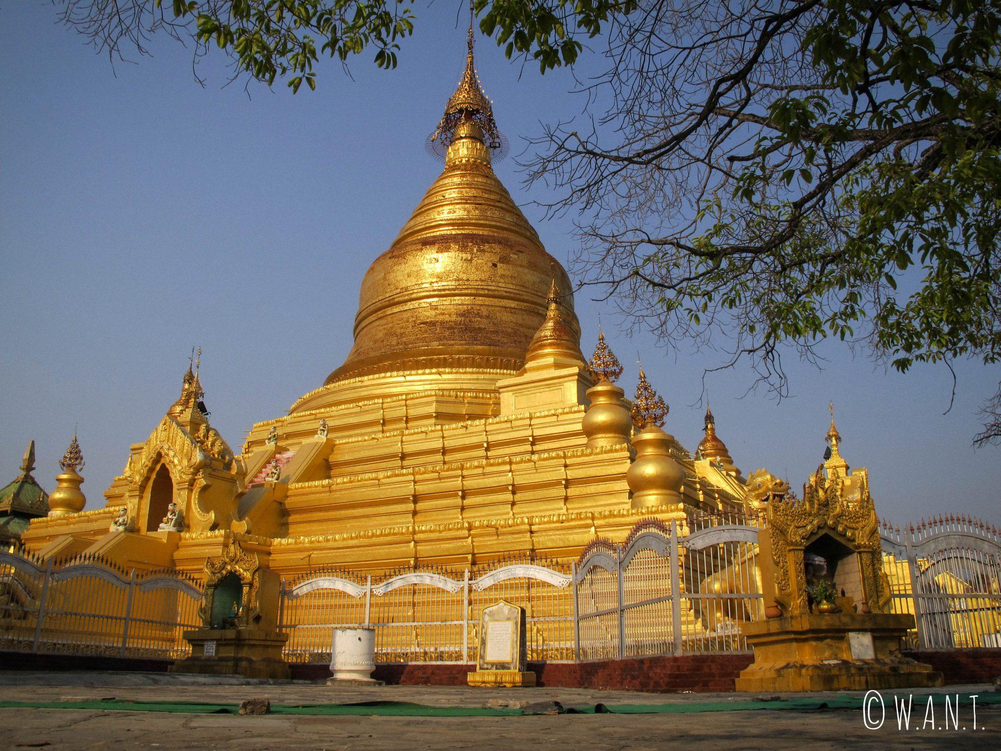 Stupa au centre de la pagode Kuthodaw