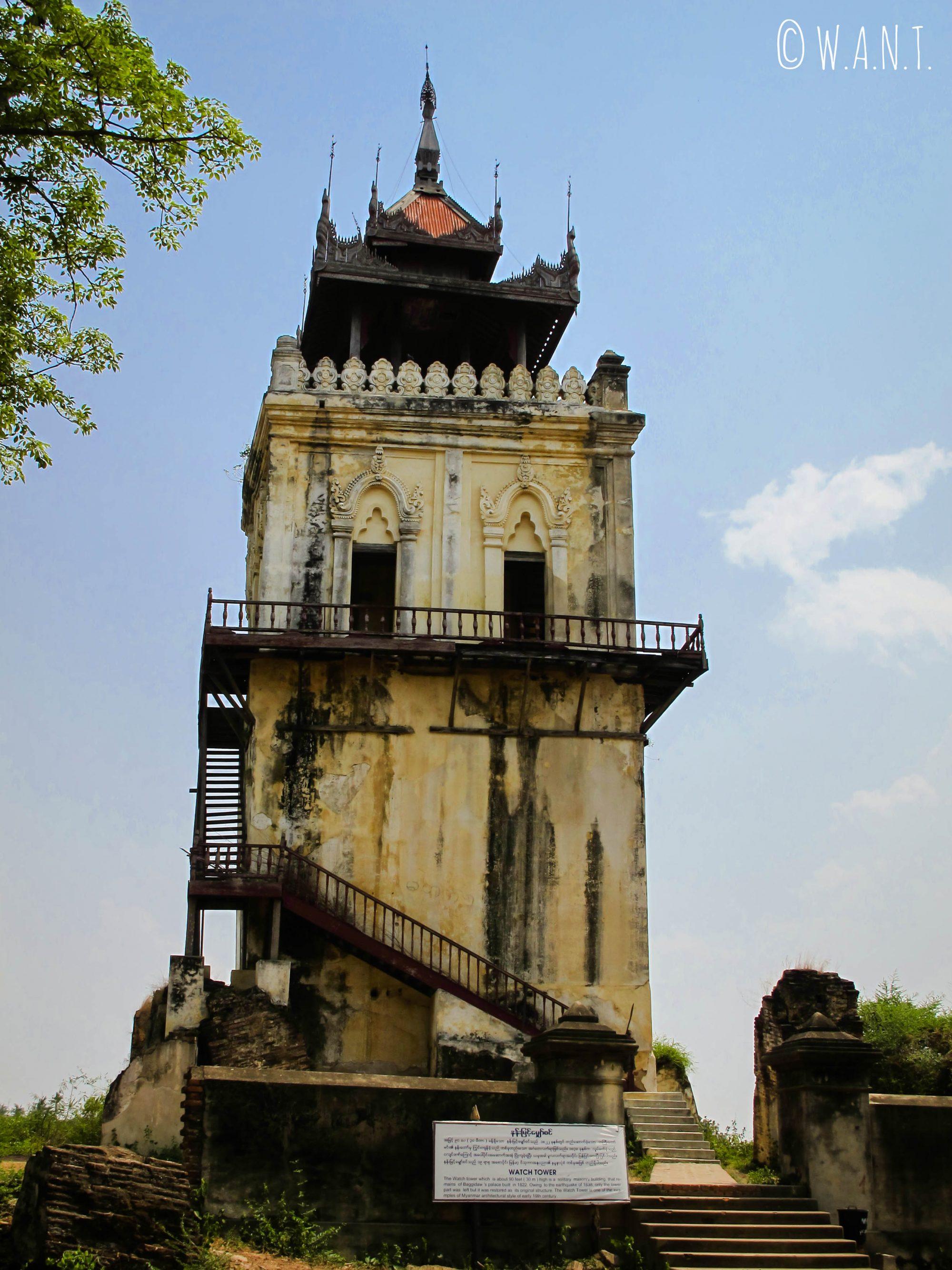 Tour de l'horloge sur l'île d'Ava