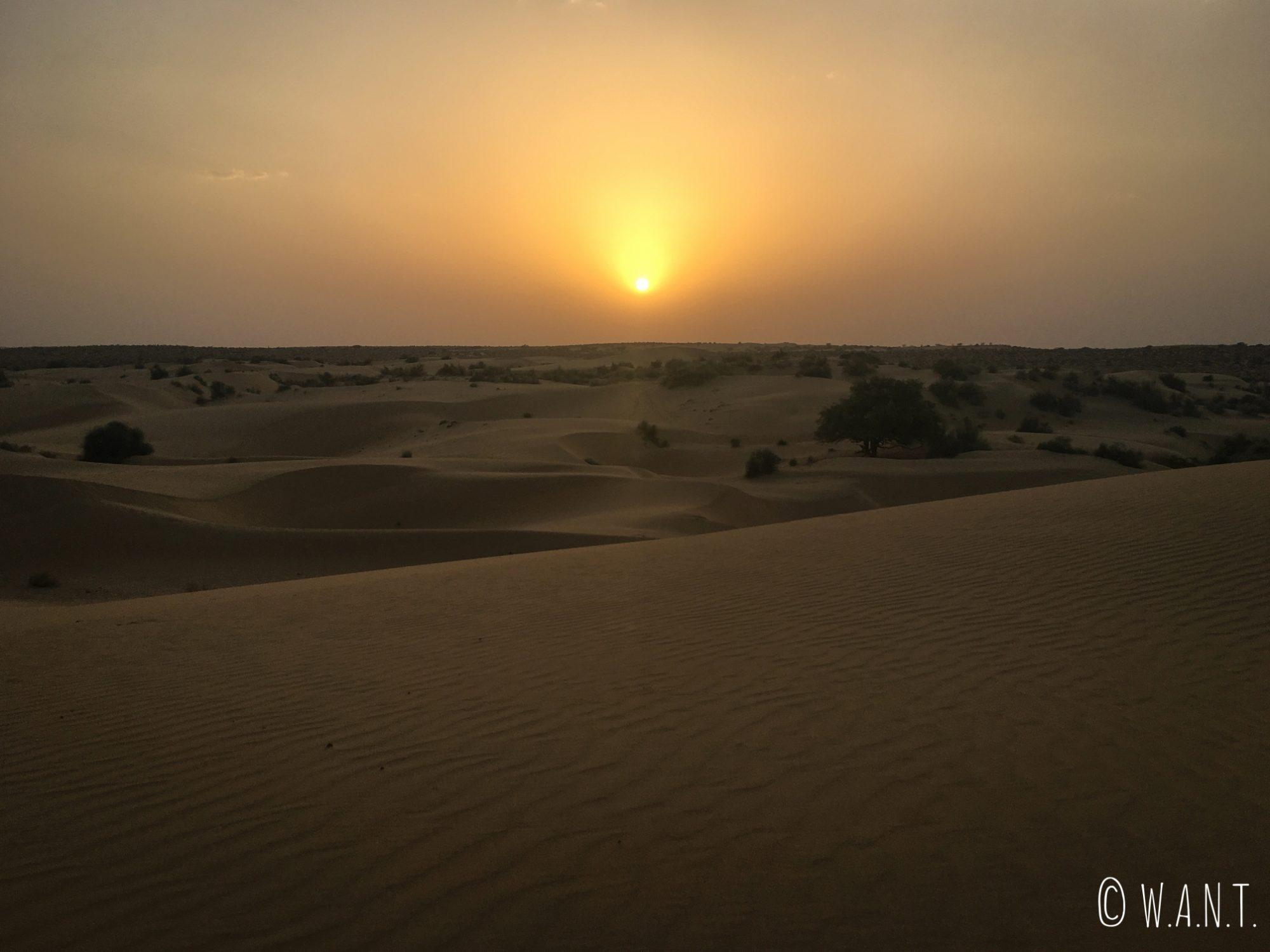 Coucher de soleil depuis le désert du Thar