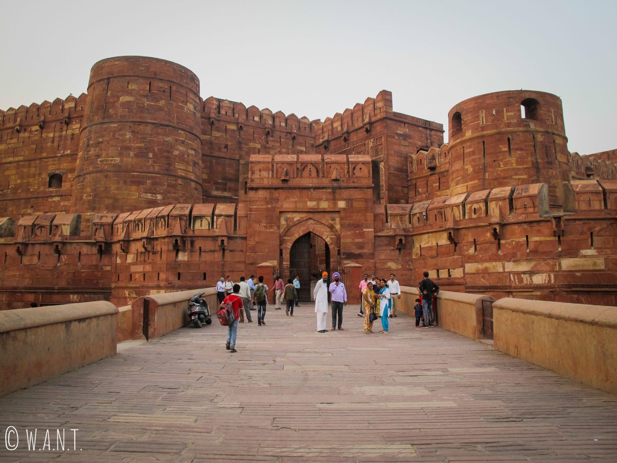 Entrée principale du Fort d'Agra, ouvert du lever au coucher du soleil