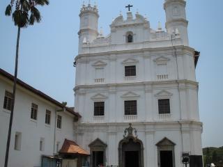 Façade de la cathédrale Saint François d'Assise