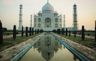 Façade principale du Taj Mahal prise à 5h45 lorsque le soleil se lève