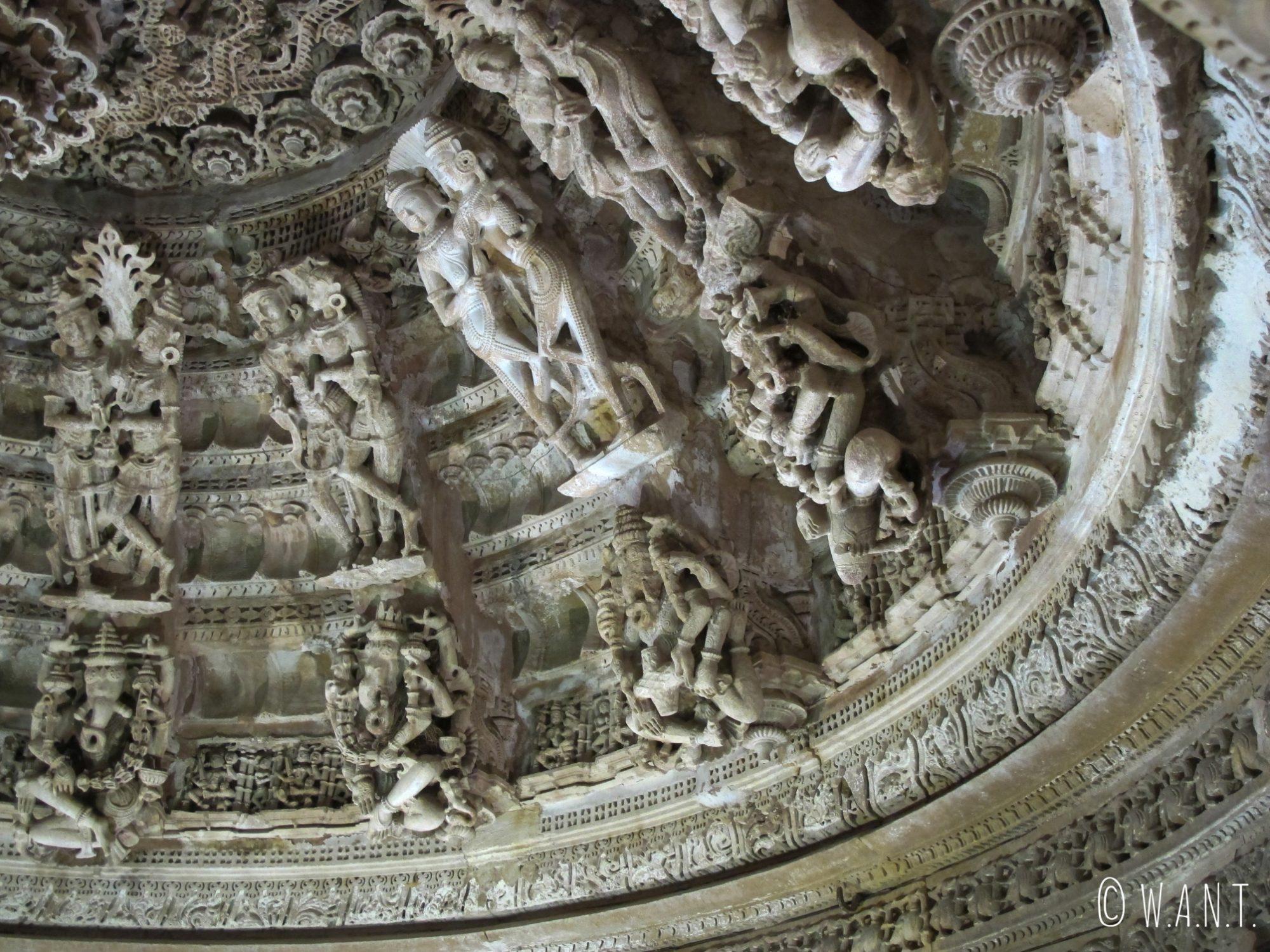 Ganesh et Shiva ornent la coupole de ce temple Jain dans le fort de Jaisalmer