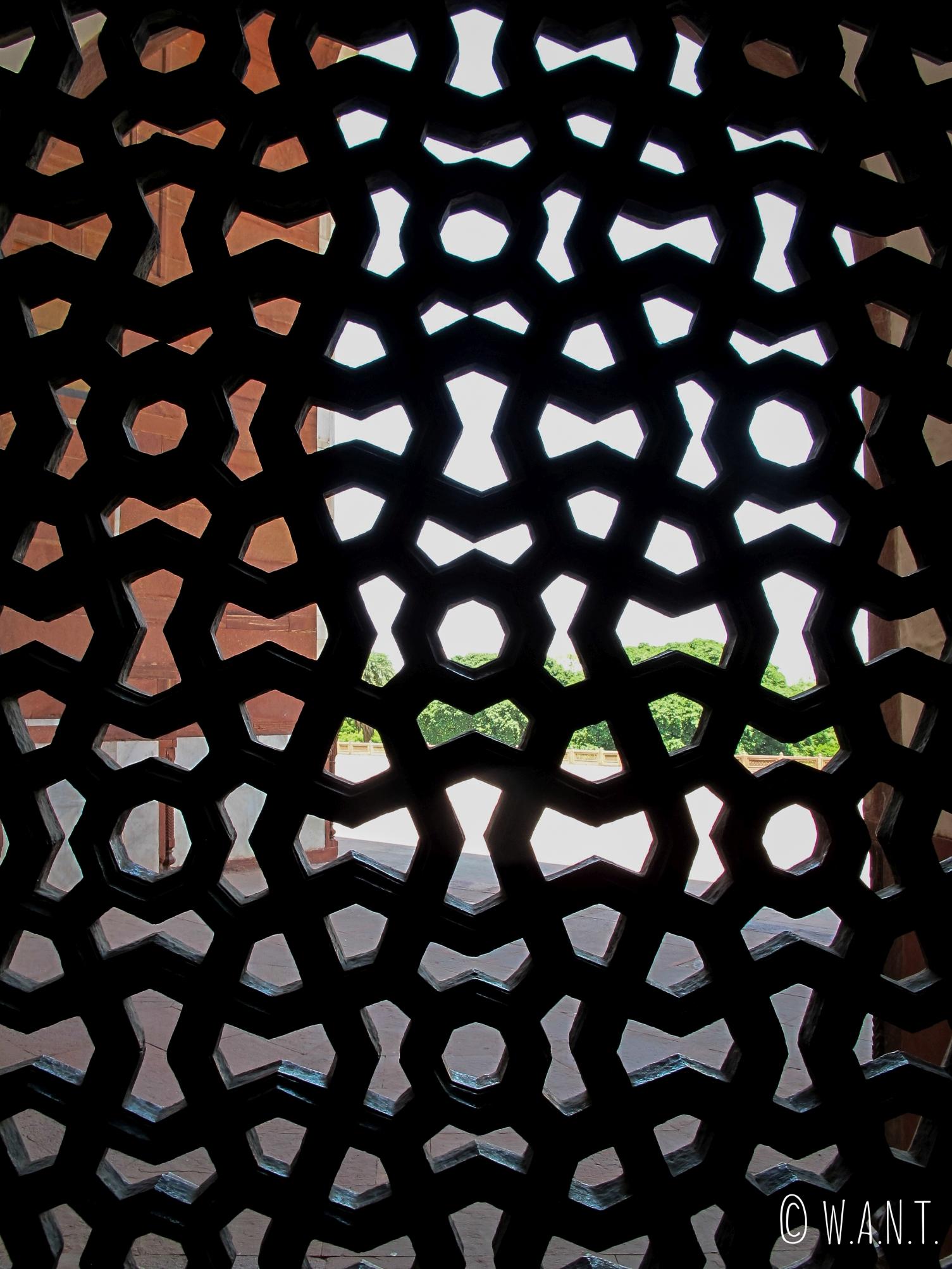 Jali ou treillis de pierre à l'intérieur de la tombe de Humayun