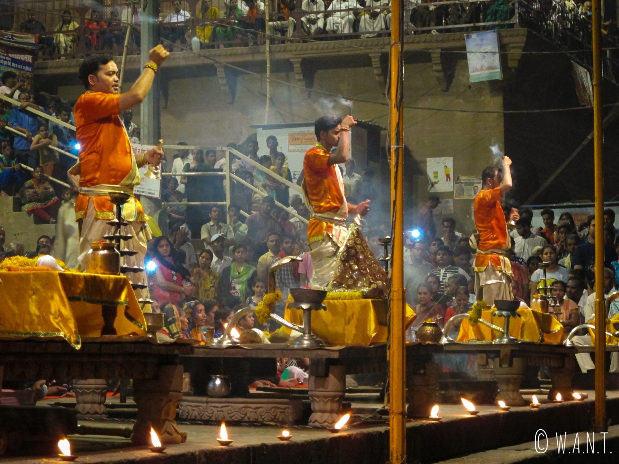 La cérémonie Ganga aarti a lieu tous les soirs sur le Dashashwamedh ghat