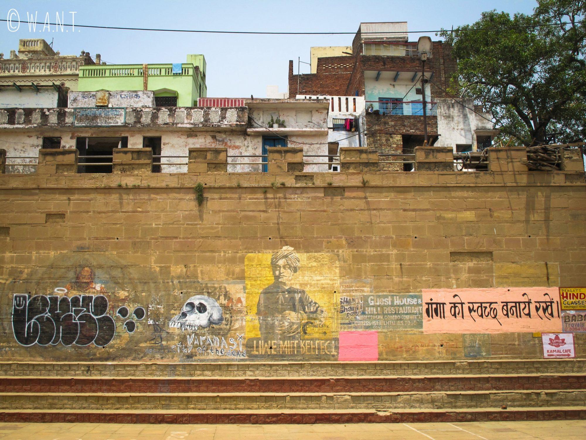 L'art de rue est très présent sur les façades des ghats de Varanasi, notamment au Kedar ghat