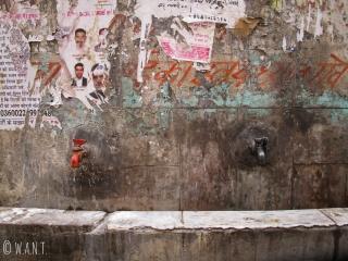 Point de distribution d'eau dans les rues de Delhi
