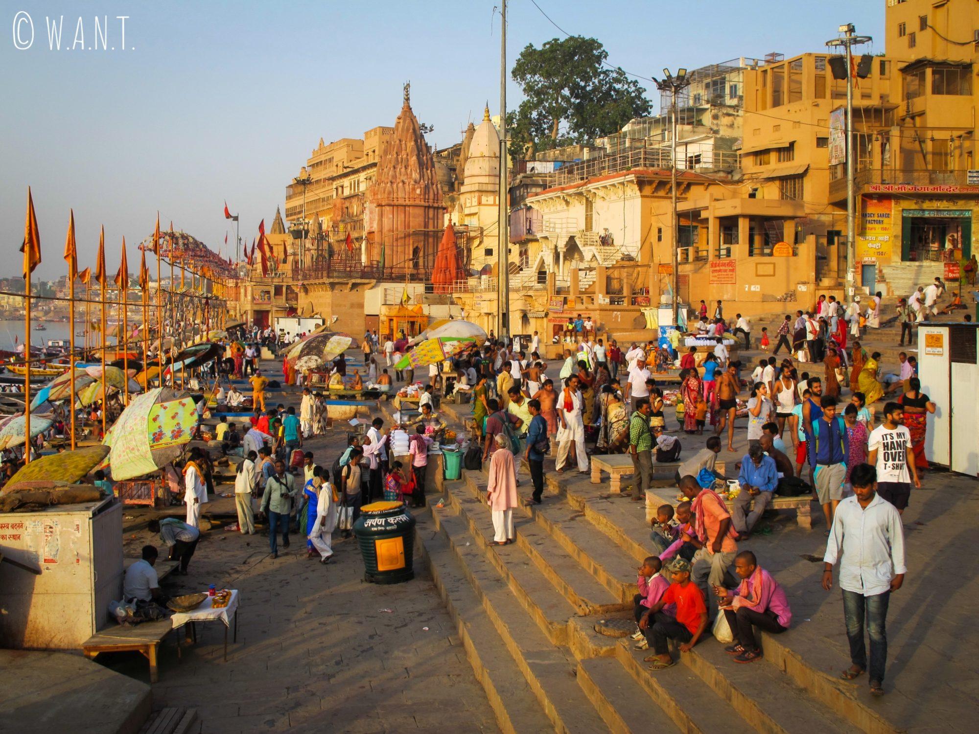 Le Dashashwamedh ghat est l'un des Ghats les plus animés du matin au soir