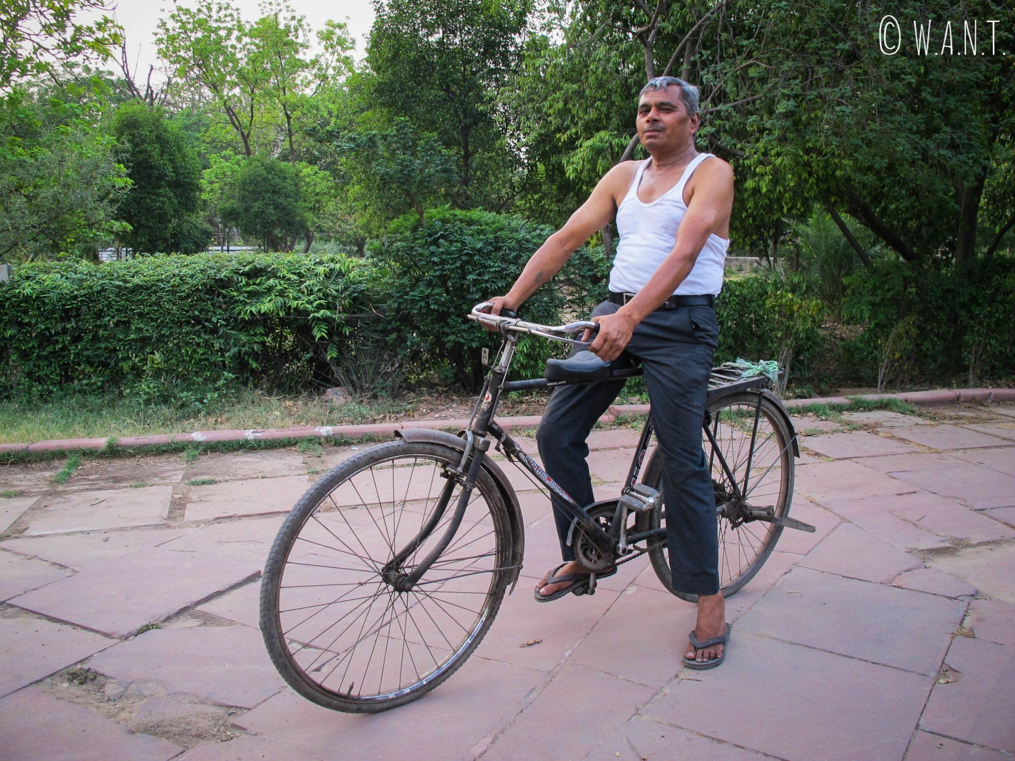 Le fameux monsieur qui est venu nous proposer des substances illicites dans le parc Shahjahan d'Agra