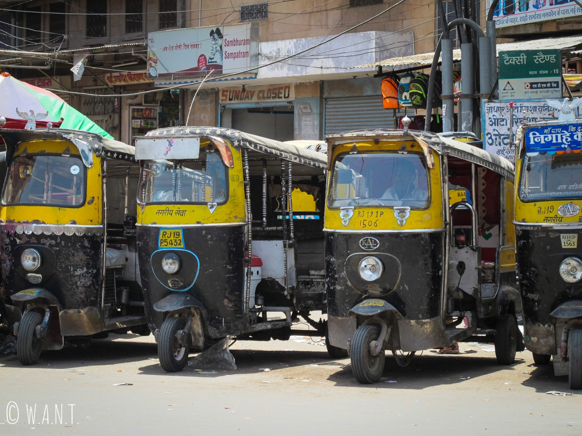 Les chauffeurs de rickshaws nous interpellent à chaque sortie dans les rues de Jodhpur