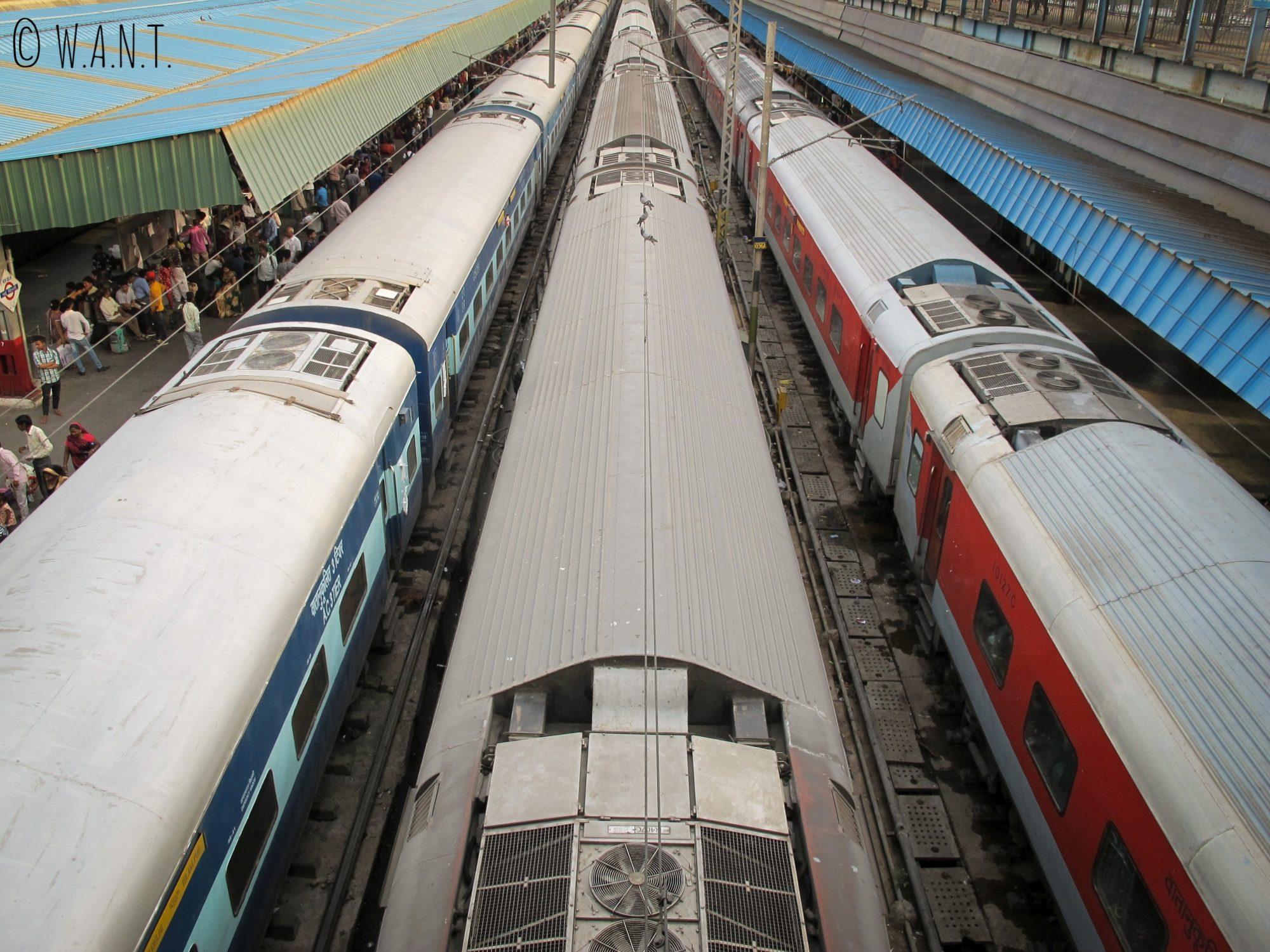 Les trains se succèdent à la gare de New Delhi