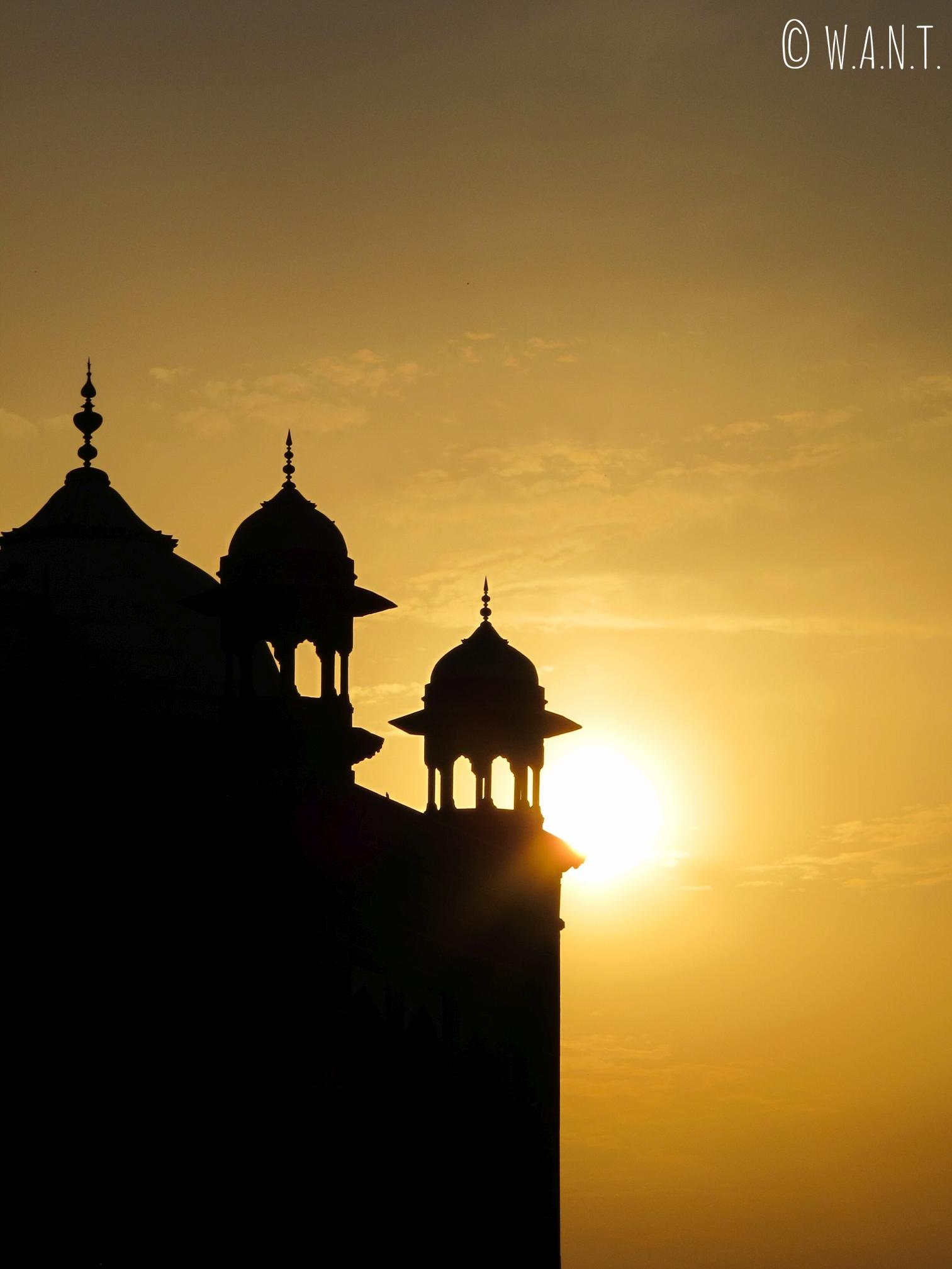 Lever de soleil sur Mihman Khana