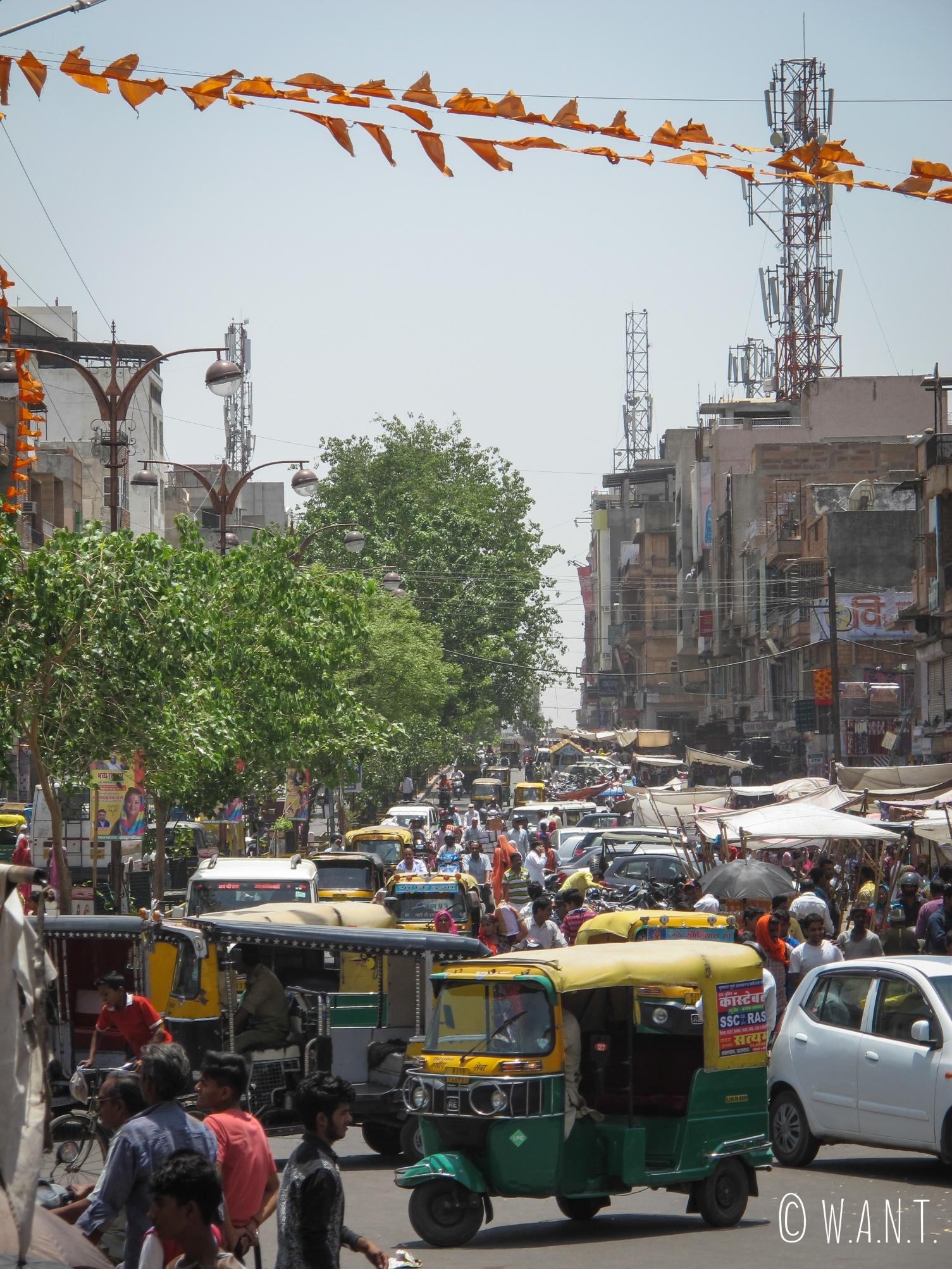 Nai Sarak, la rue principale de Jodhpur, grouillante d'activités avec ses commerces et son marché