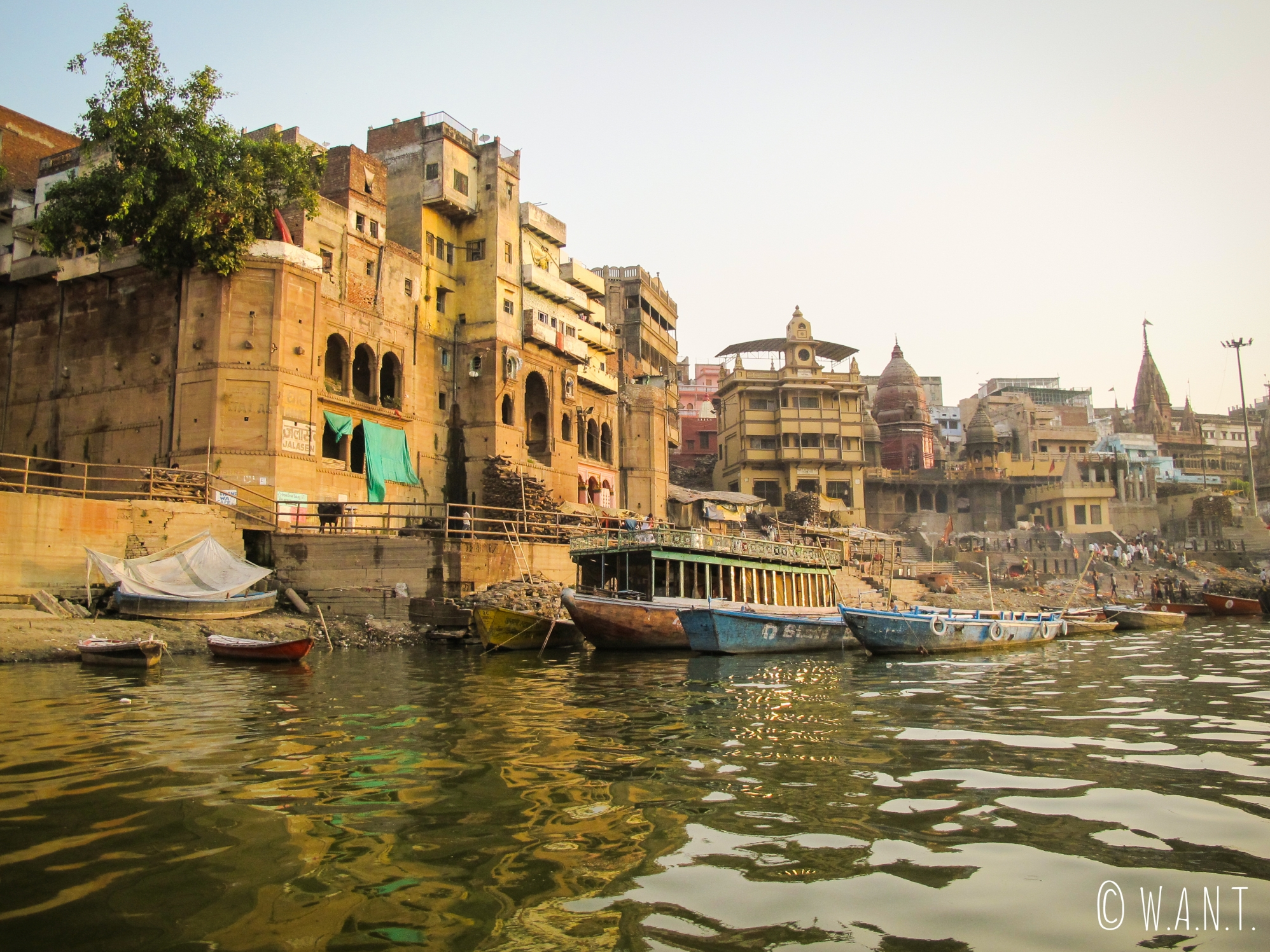 Aux abords du Manikarnika ghat également appelé le burning ghat, car la crémation n'y s'arrête jamais