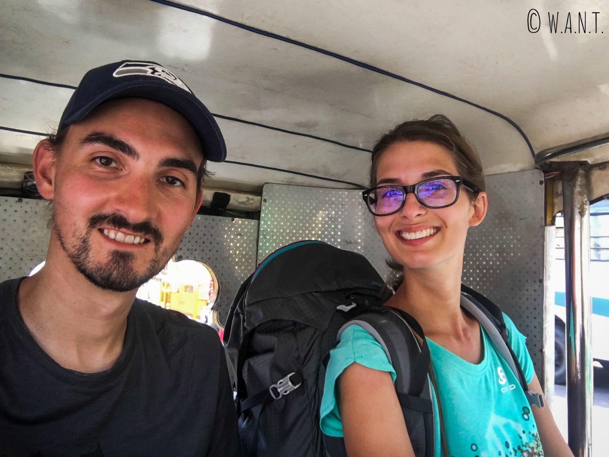 Nous empruntons un tuk-tuk pour nous rendre à la station de bus de Jodhpur