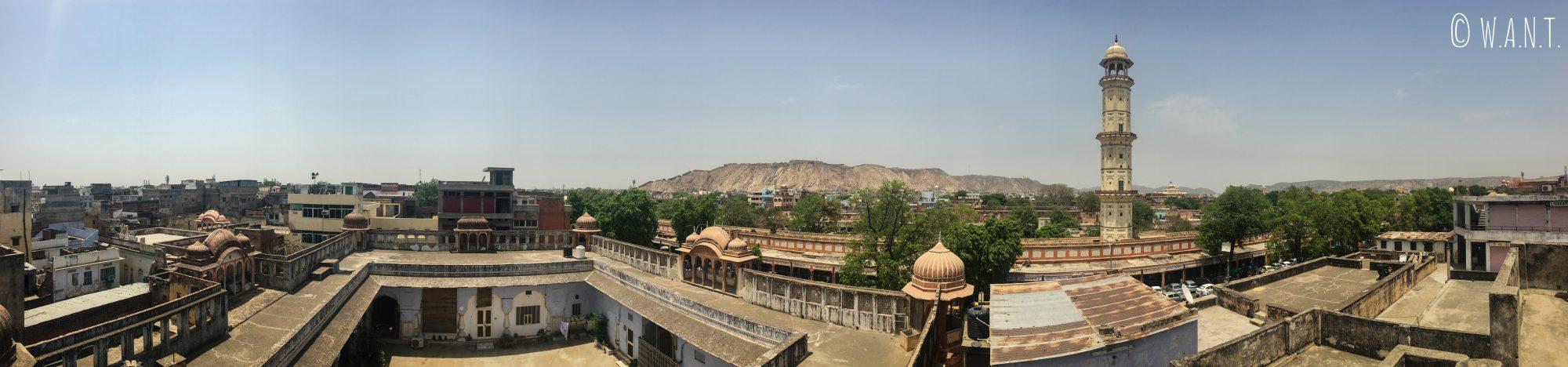 Panorama de la vieille ville de Jaipur avec vue sur le minaret Iswari Minar Swag Sal