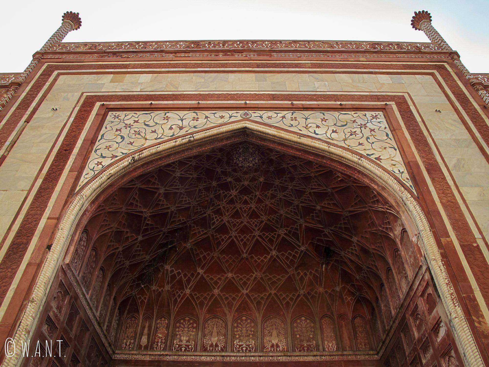 Perspective en contrebas du Mihman Khana