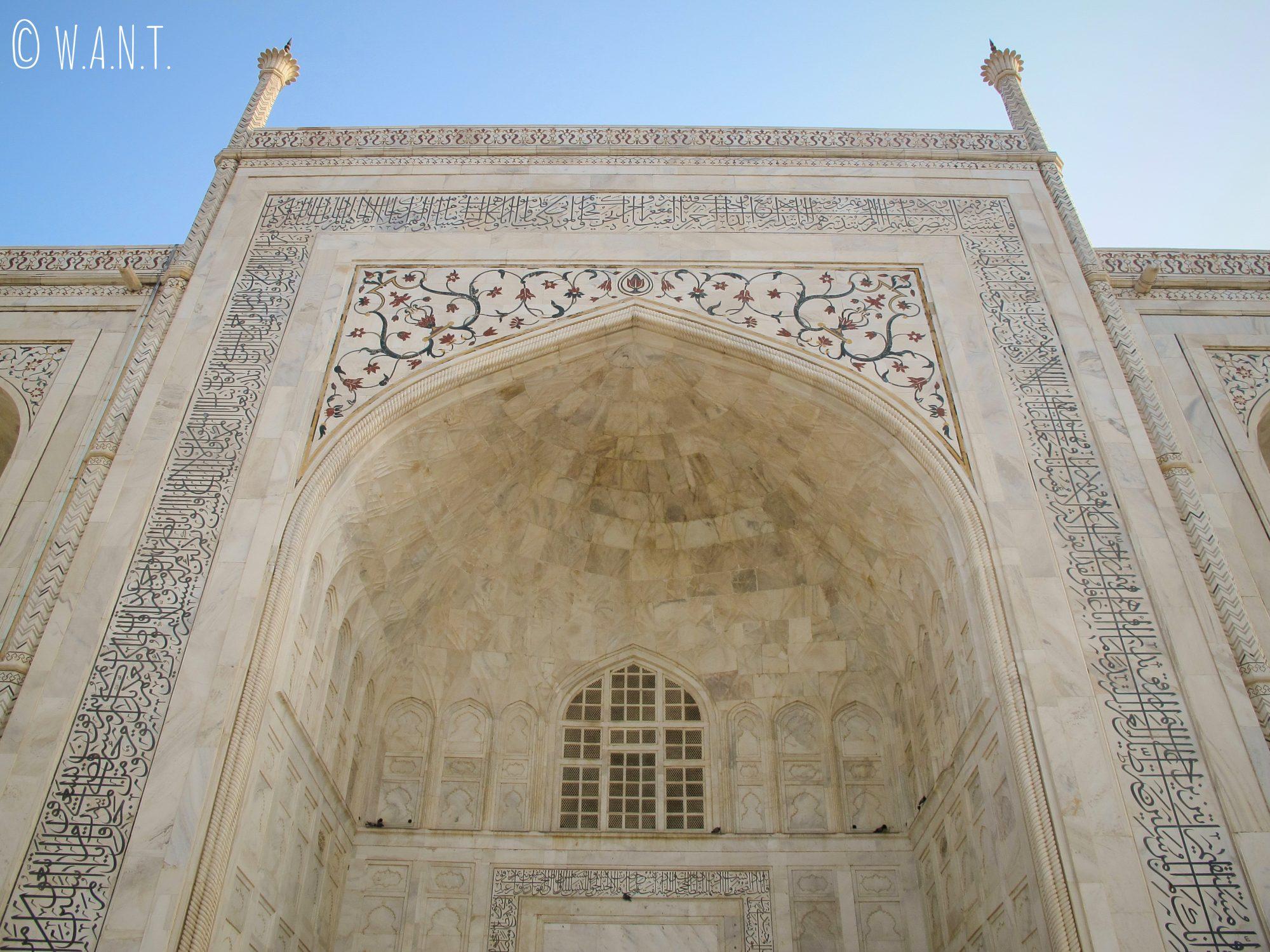 Perspective en contrebas du Taj Mahal depuis la plateforme de marbre