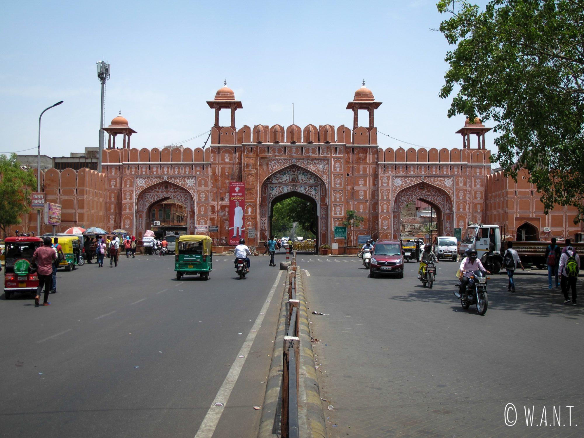 Porte d'Ajmeri qui nous permet d'entrer dans le vieille ville de Jaipur