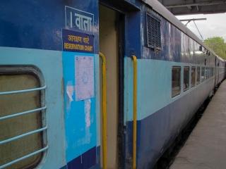 Prêt à embarquer dans le train en partance de Mumbai et à destination de Madgaon