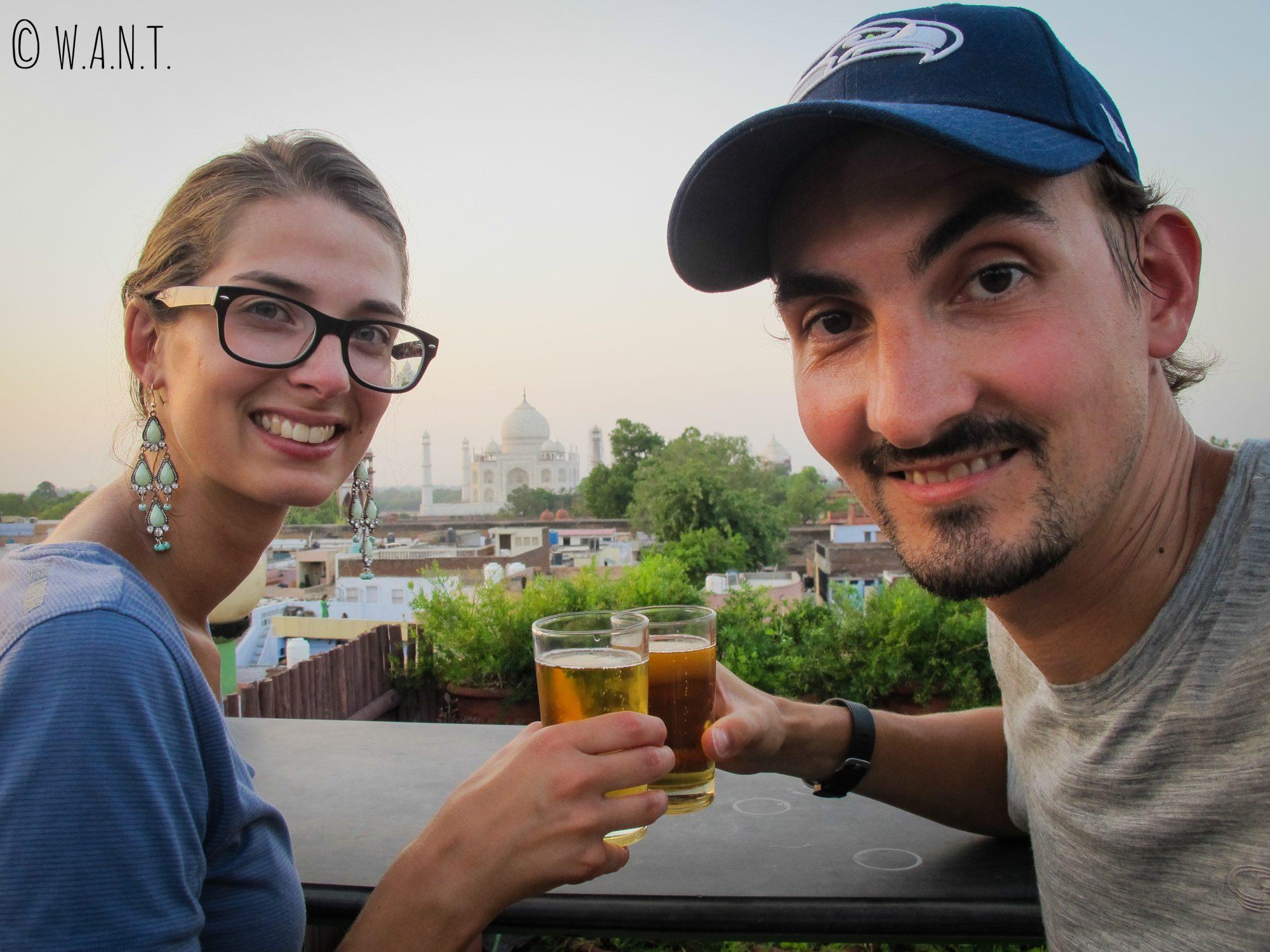 Quoi de mieux pour trinquer qu'un coucher de soleil sur le Taj Mahal depuis le rooftop du Saniya Palace