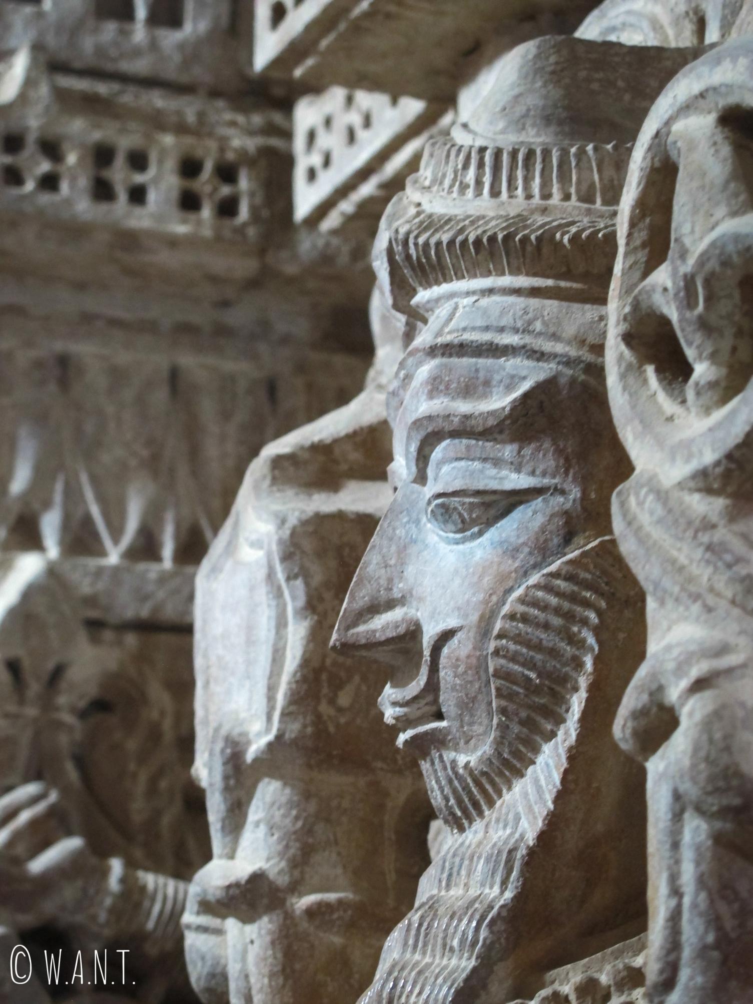 Sculpture sur les parrois d'un temple Jain dans le fort de Jaisalmer