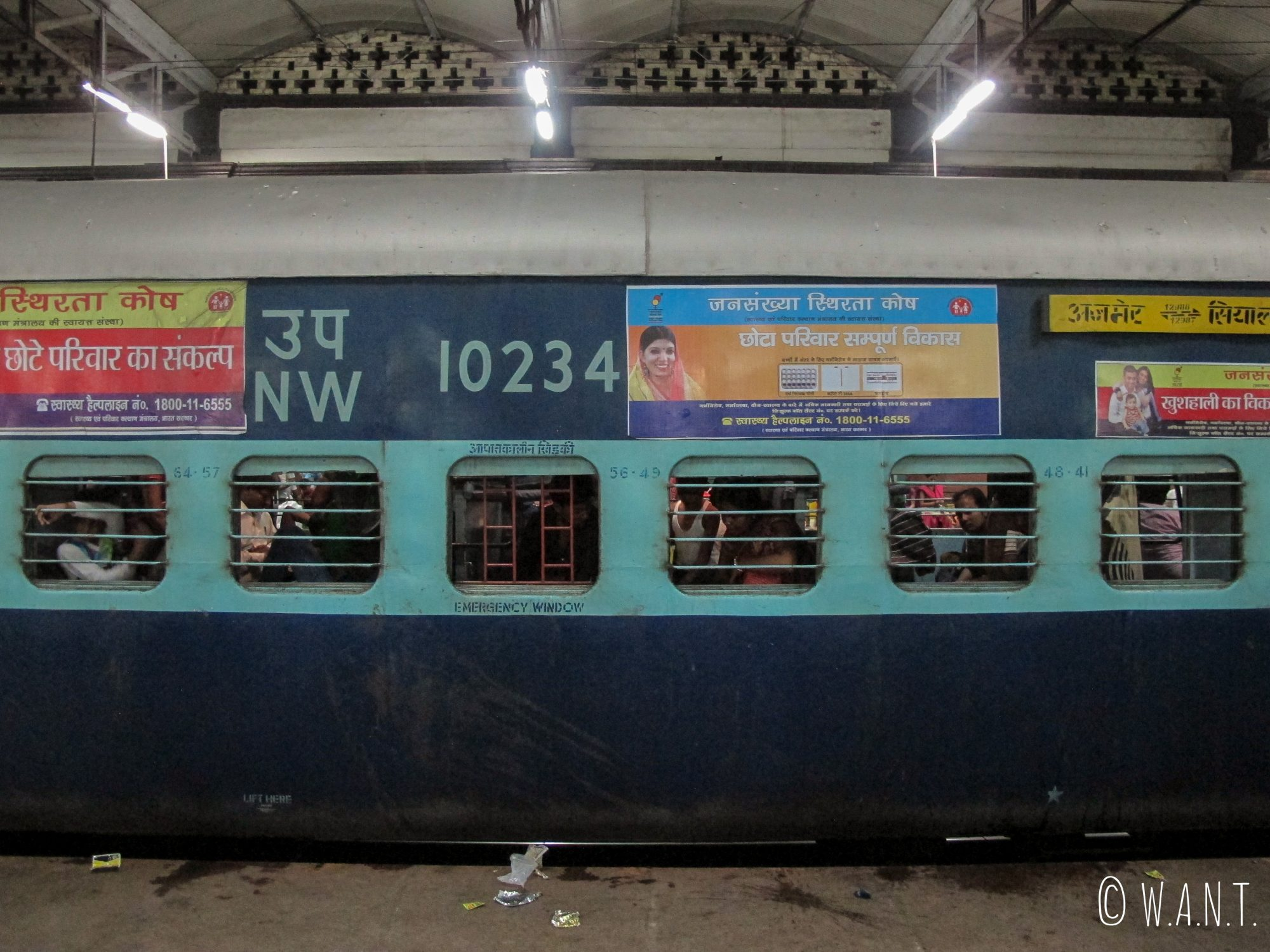 Train à quai en gare d'Agra Fort, mais ce n'est pas encore le nôtre