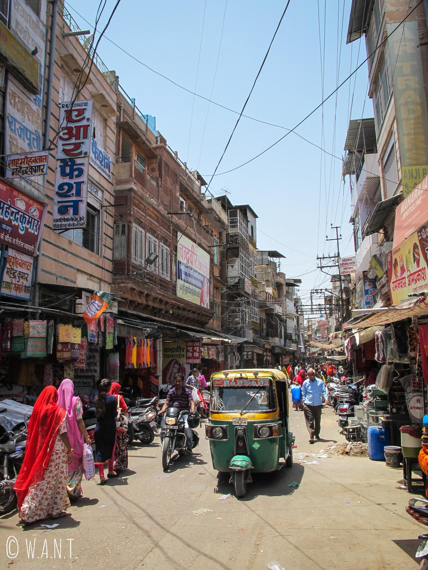 Une rue commerçante jouxtant les bazaars dans la ville de Jodhpur