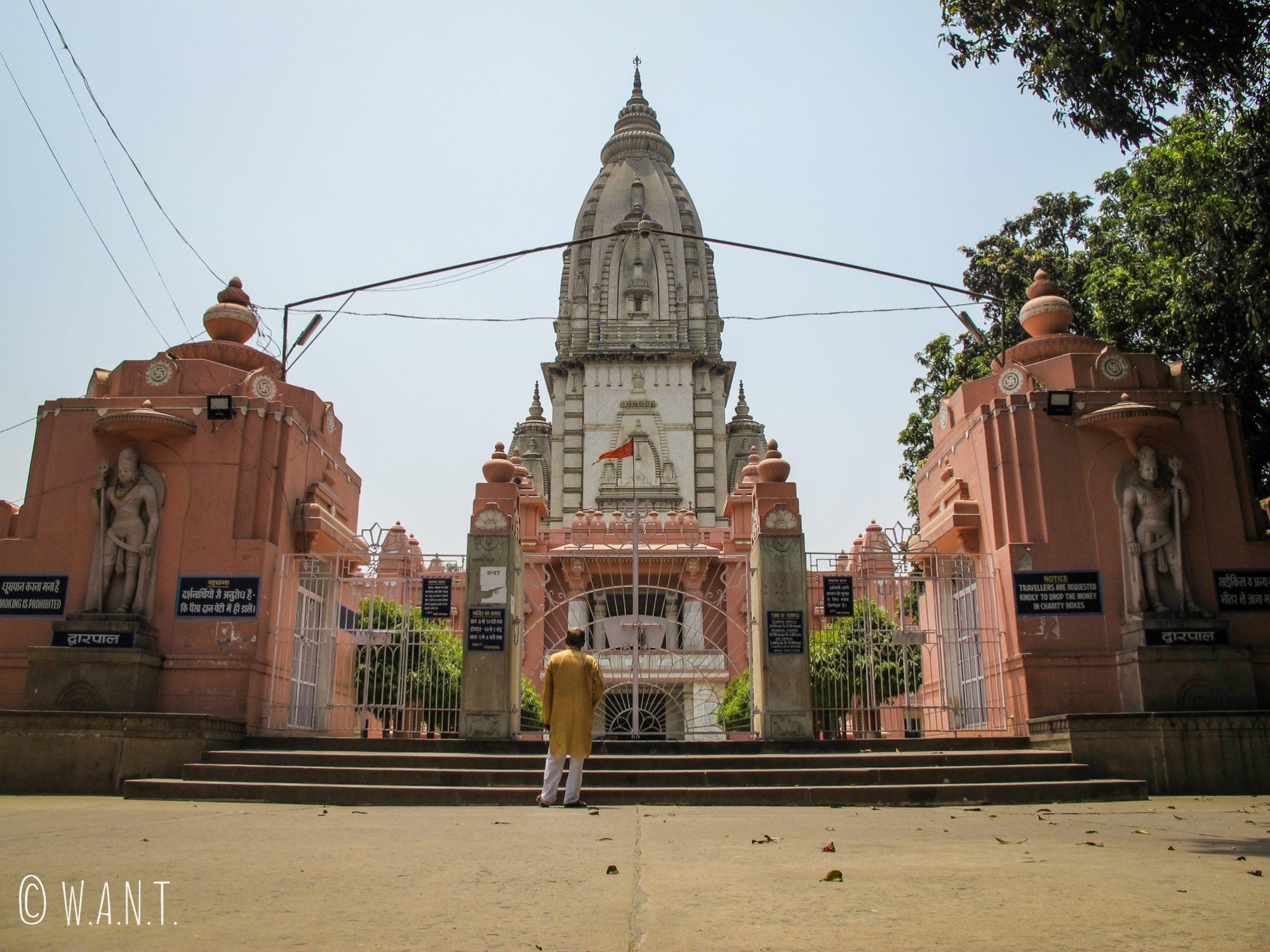 Vishwanath temple situé au centre du complexe universitaire Banaras Hindu