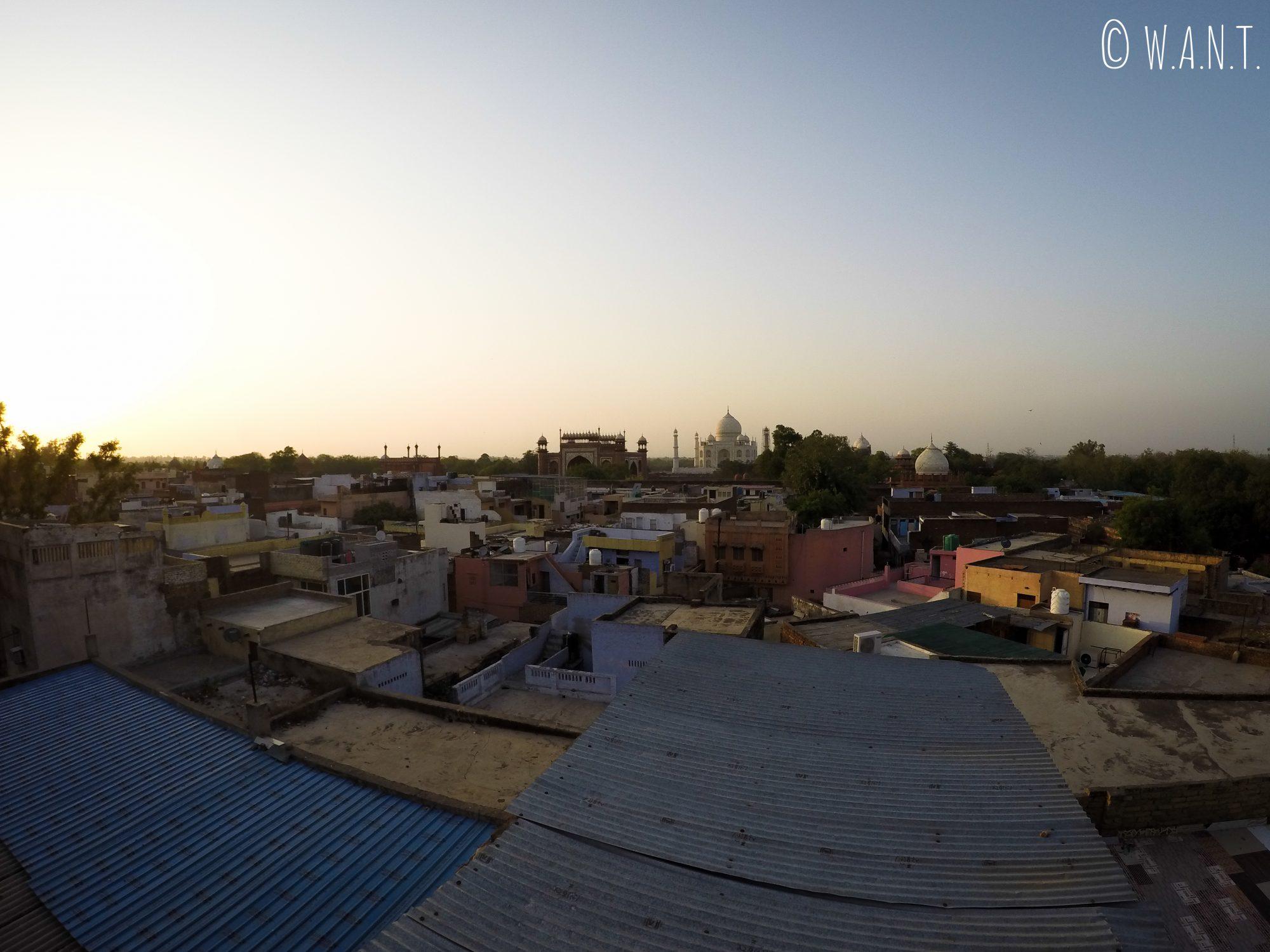 Vue à 180° sur l'environnement du Taj Mahal depuis la terrasse du Saniya Palace